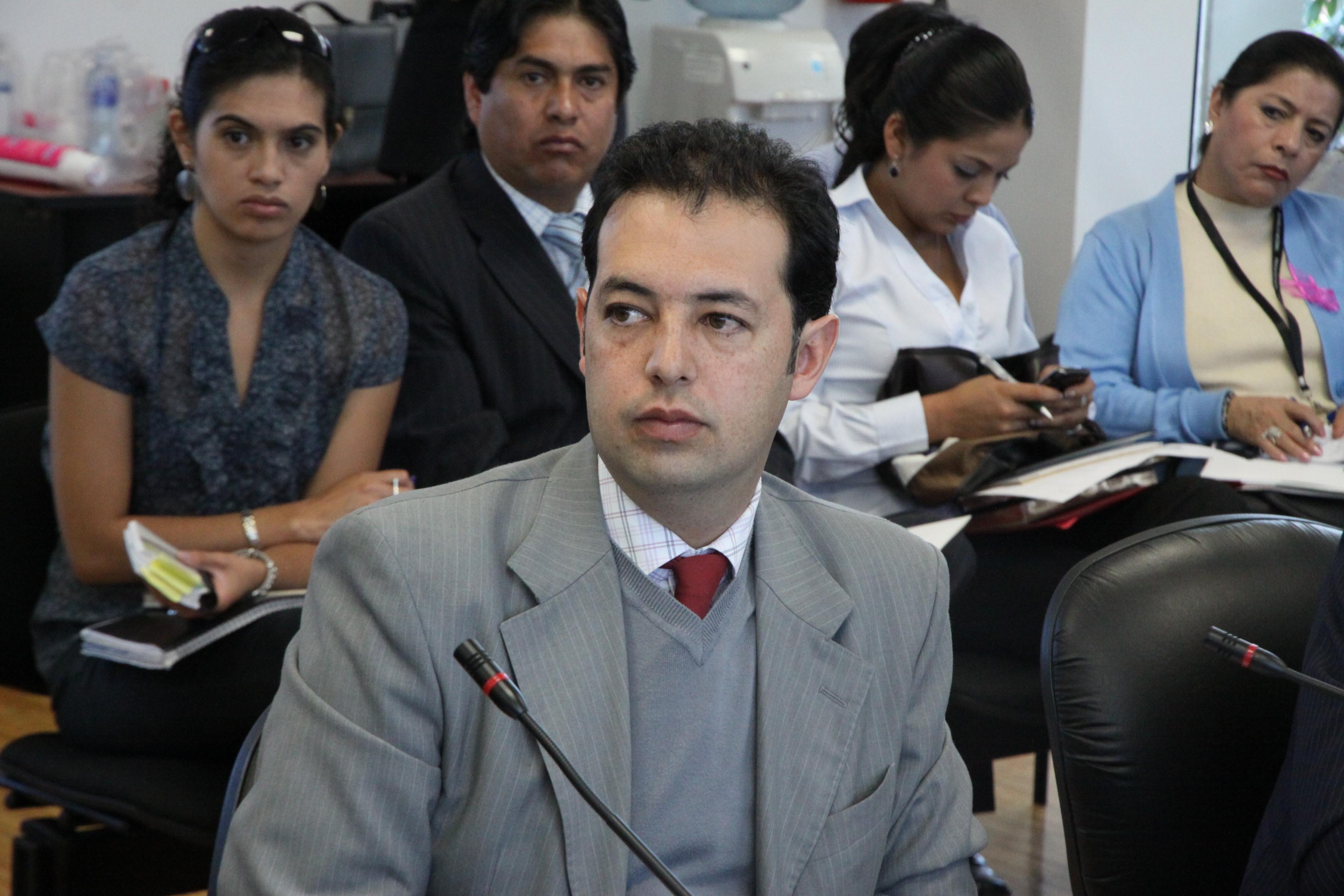 Marcela Aguiñaga de Ambiente, Wilson Pástor de Recursos Naturales No Renovables y al Viceministro de Minas (6816004680).jpg Español: Foto: Hugo Ortiz