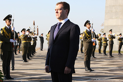 http://upload.wikimedia.org/wikipedia/commons/b/b7/Dmitry_Medvedev_at_Armenian_Genocide_memorial-1.jpg