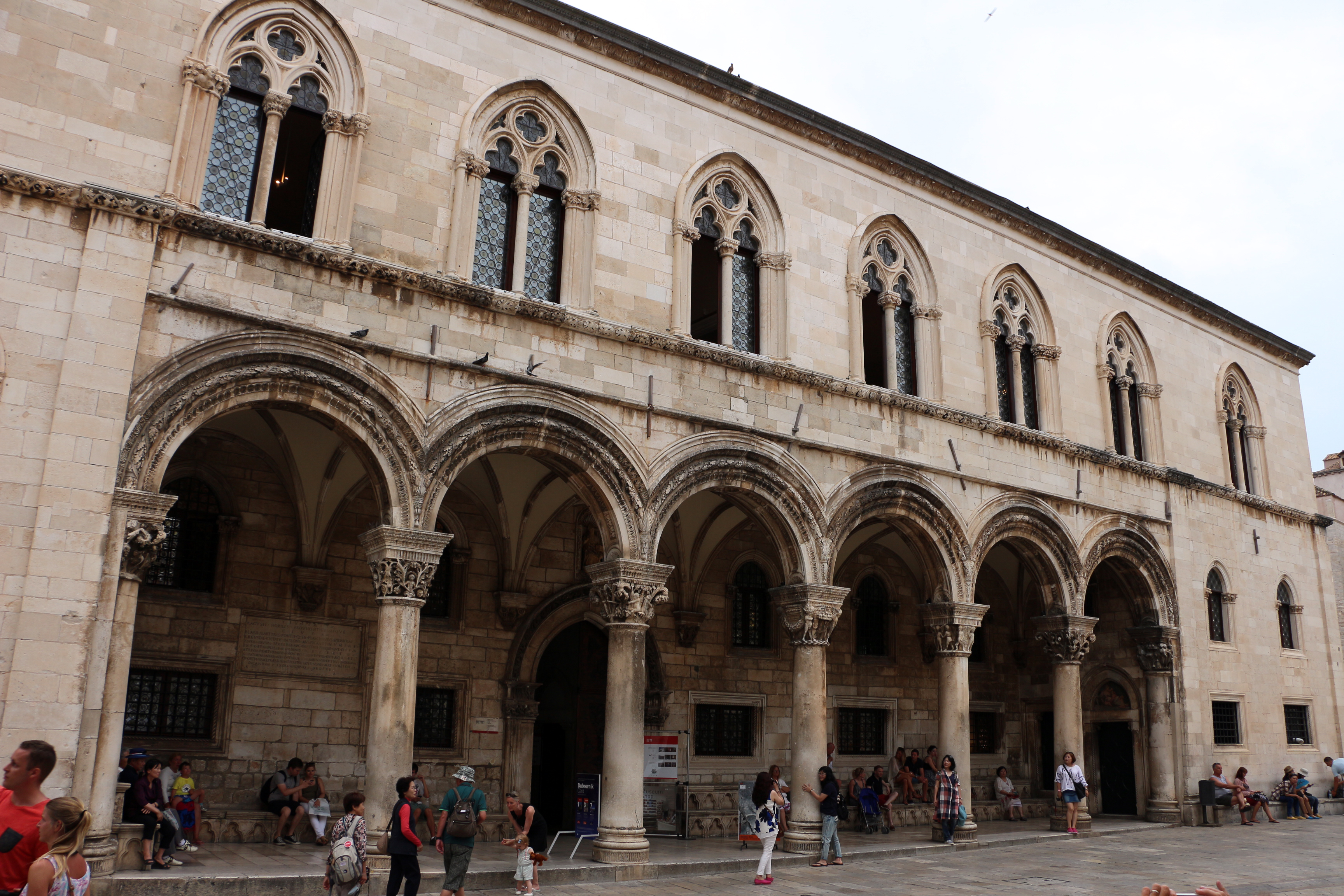 File:Dubrovnik, palazzo del rettore, portico di michelozzo, 1465, 01.