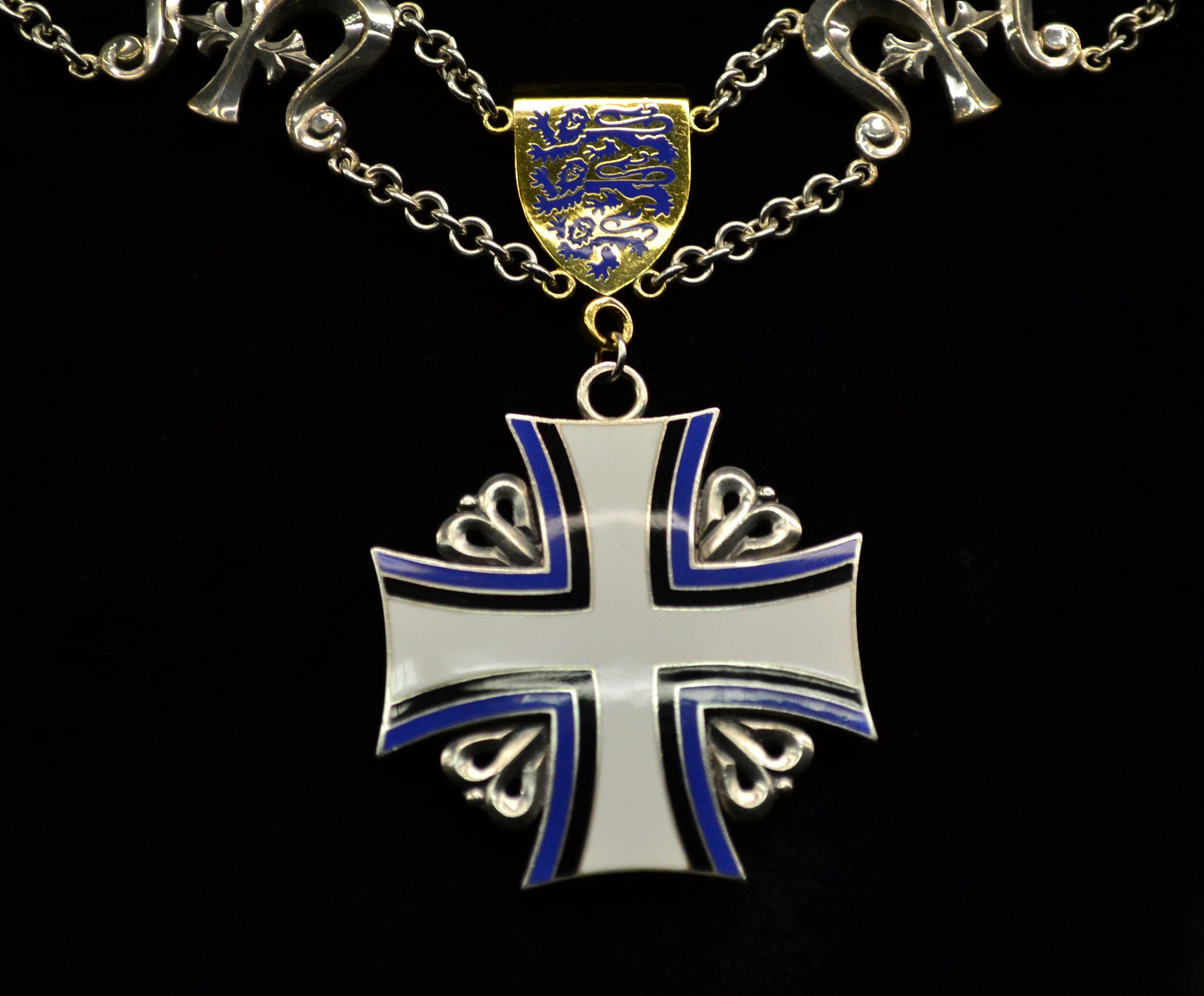 order medal decoration EST Order of the Cross of Terra Mariana collar badge.jpg