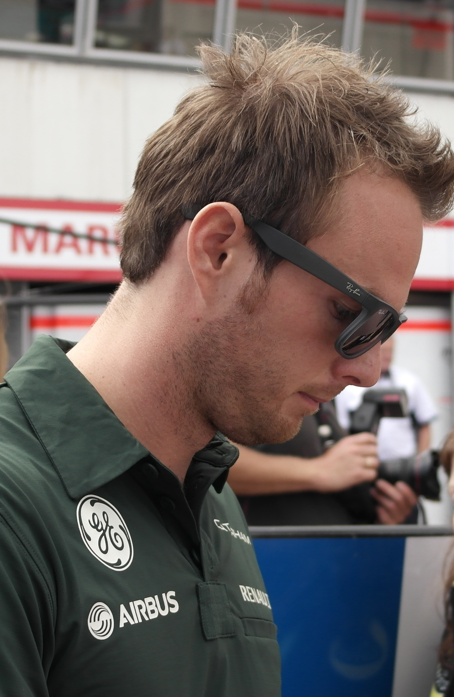 The 33-year old son of father (?) and mother(?) Giedo van der Garde in 2018 photo. Giedo van der Garde earned a  million dollar salary - leaving the net worth at 1.4 million in 2018