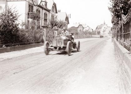 Foto eines der Fahrzeuge (der Mercedes von John B. Warden) in Orschel.