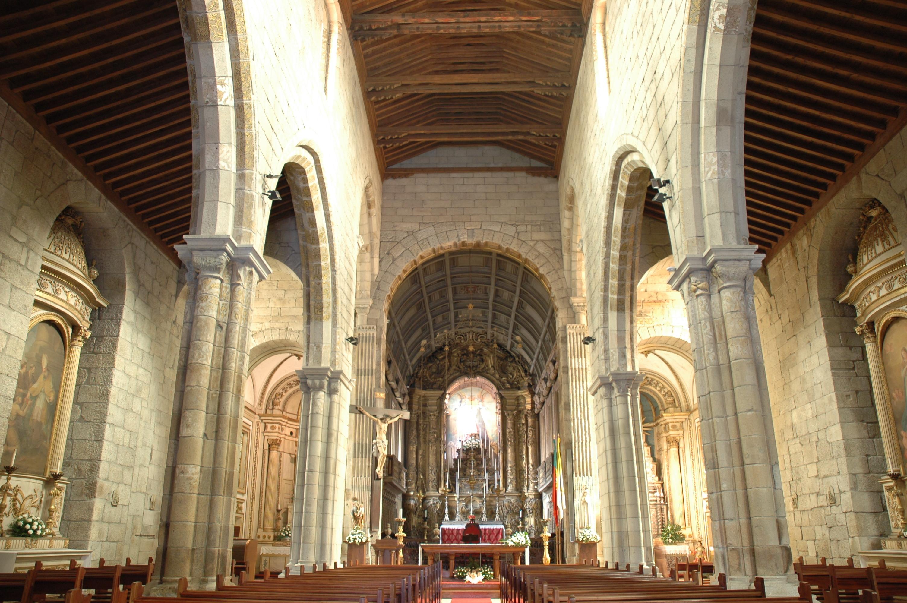 Archivo:Guimarães - Nossa Senhora da Oliveira - Interior.JPG ...