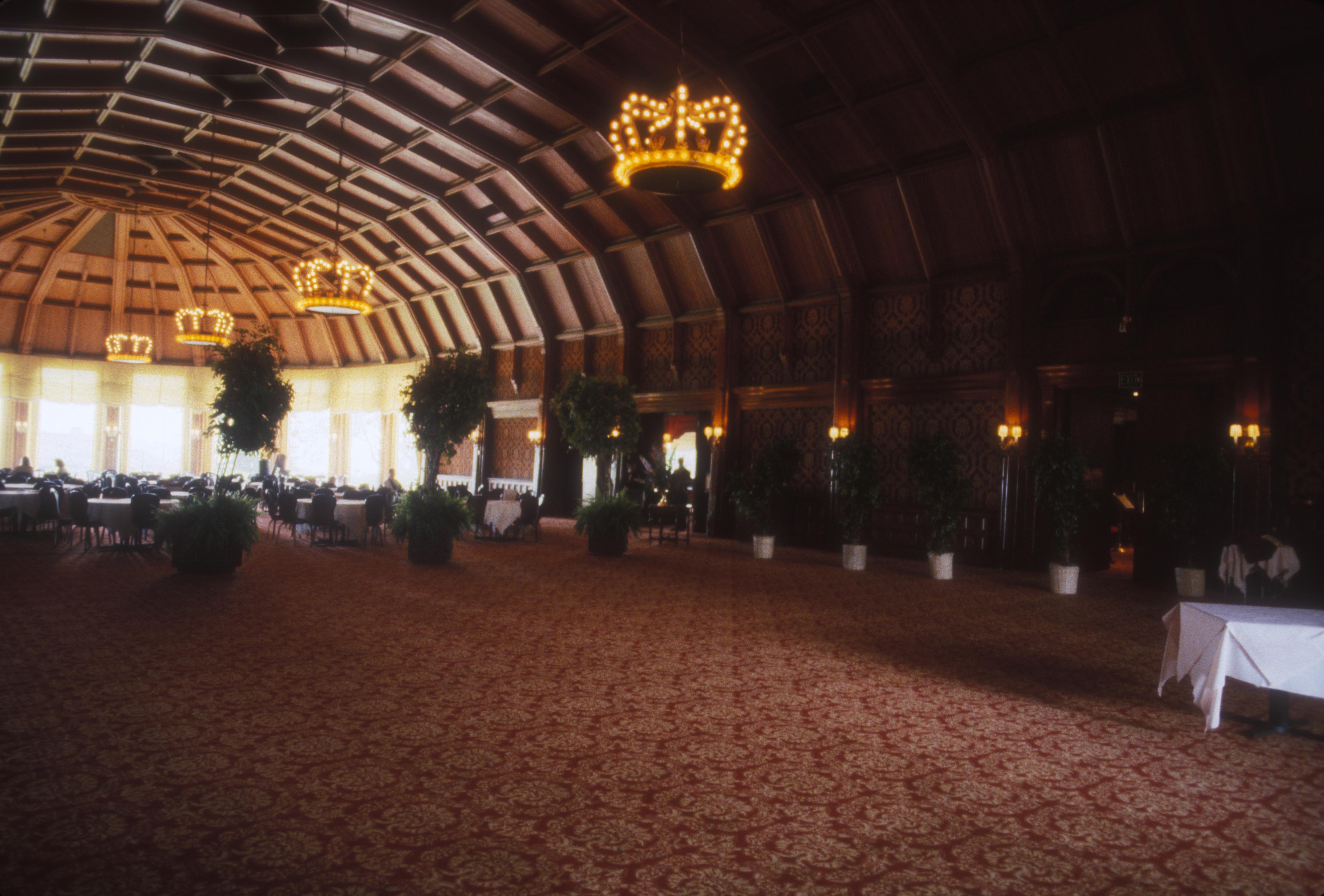 Hotel Del Crown Room