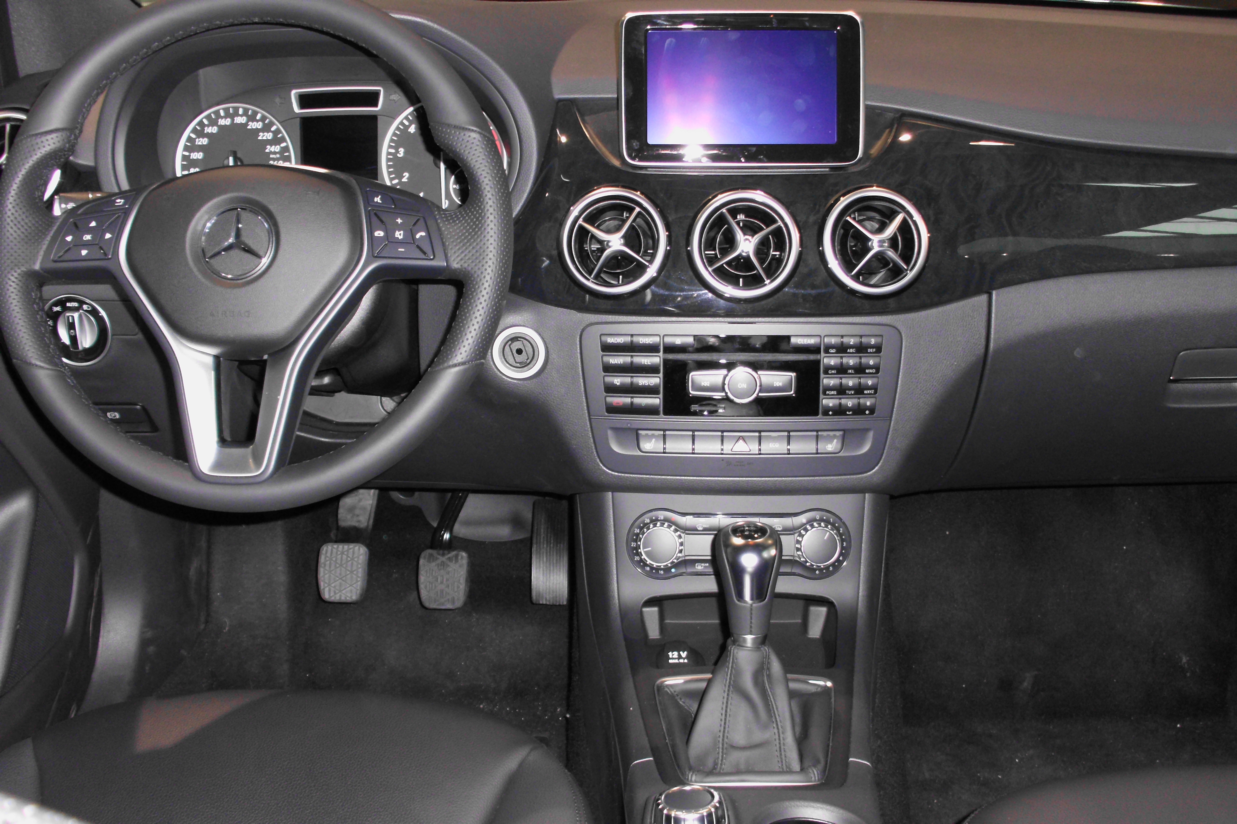 file instrument cluster mercedes benz b 200 w246 jpg wikimedia commons. Black Bedroom Furniture Sets. Home Design Ideas