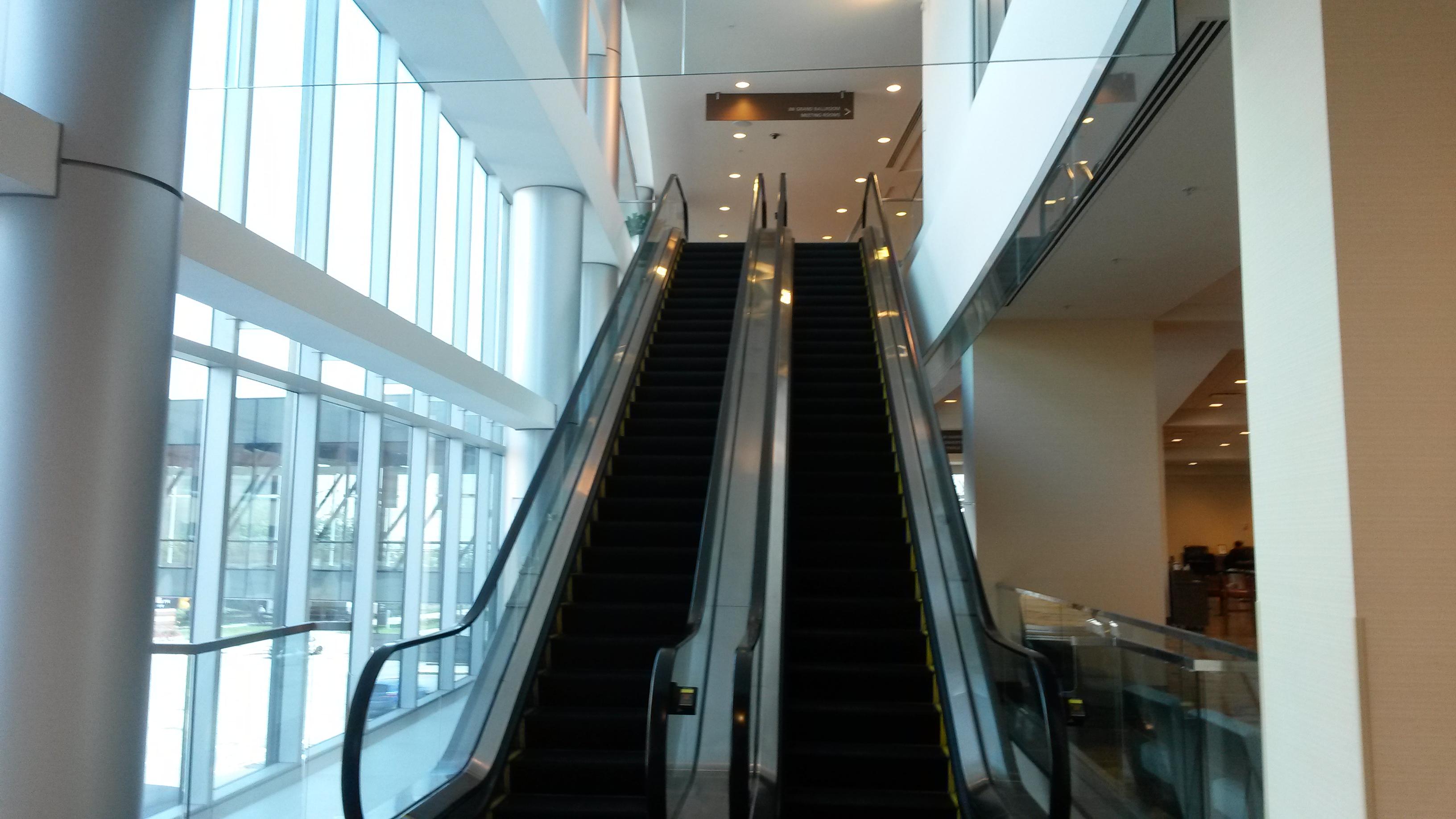 Filejw marriott indianapolis indoor escalator interior for Interior design architecture firms