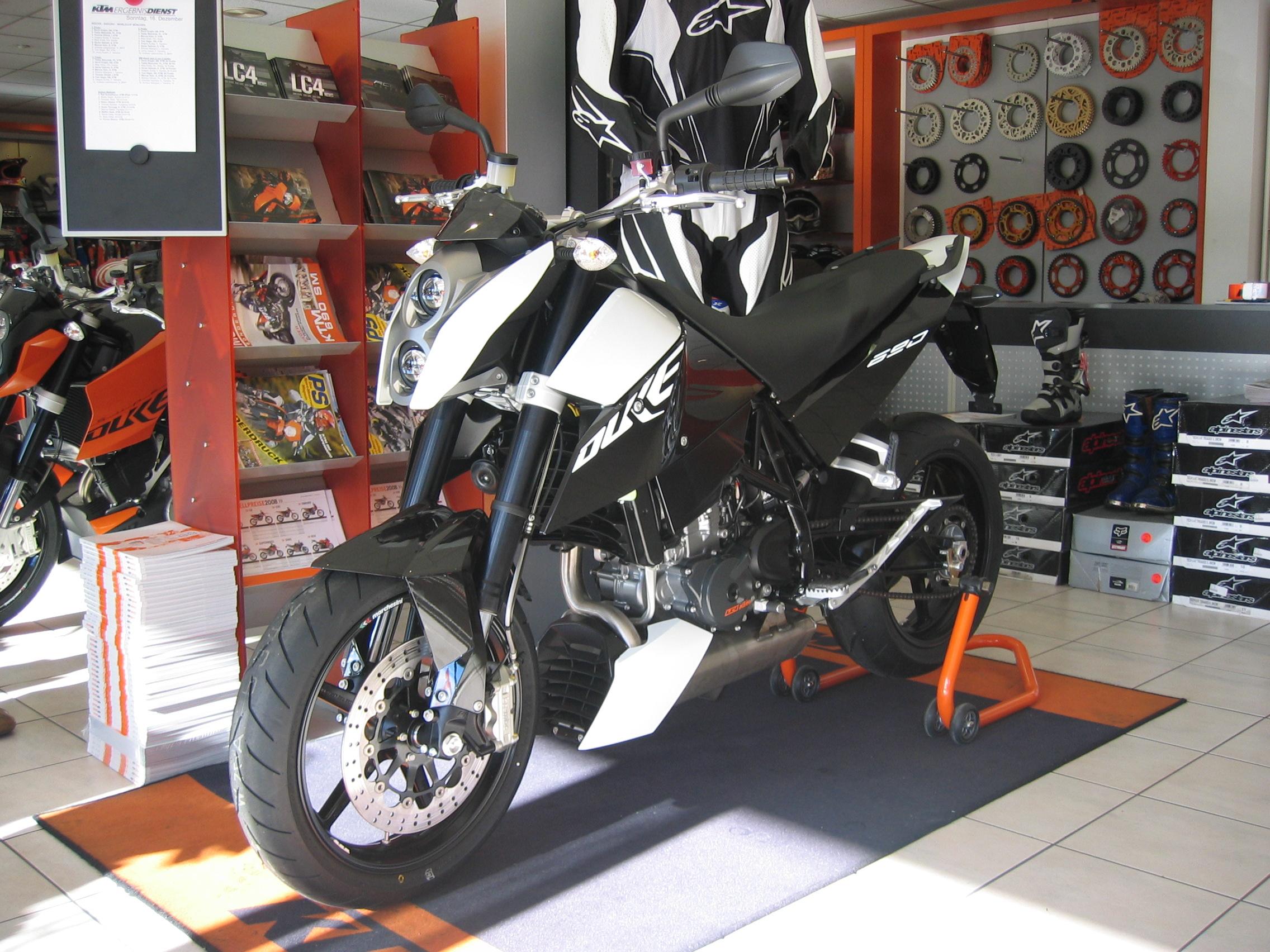 2009 KTM 690 Duke Photo