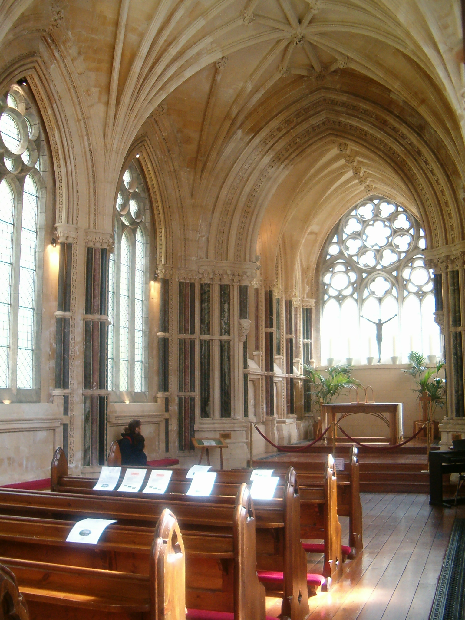 File kylemore neo gothic church interior jpg wikimedia for Interior design wikipedia