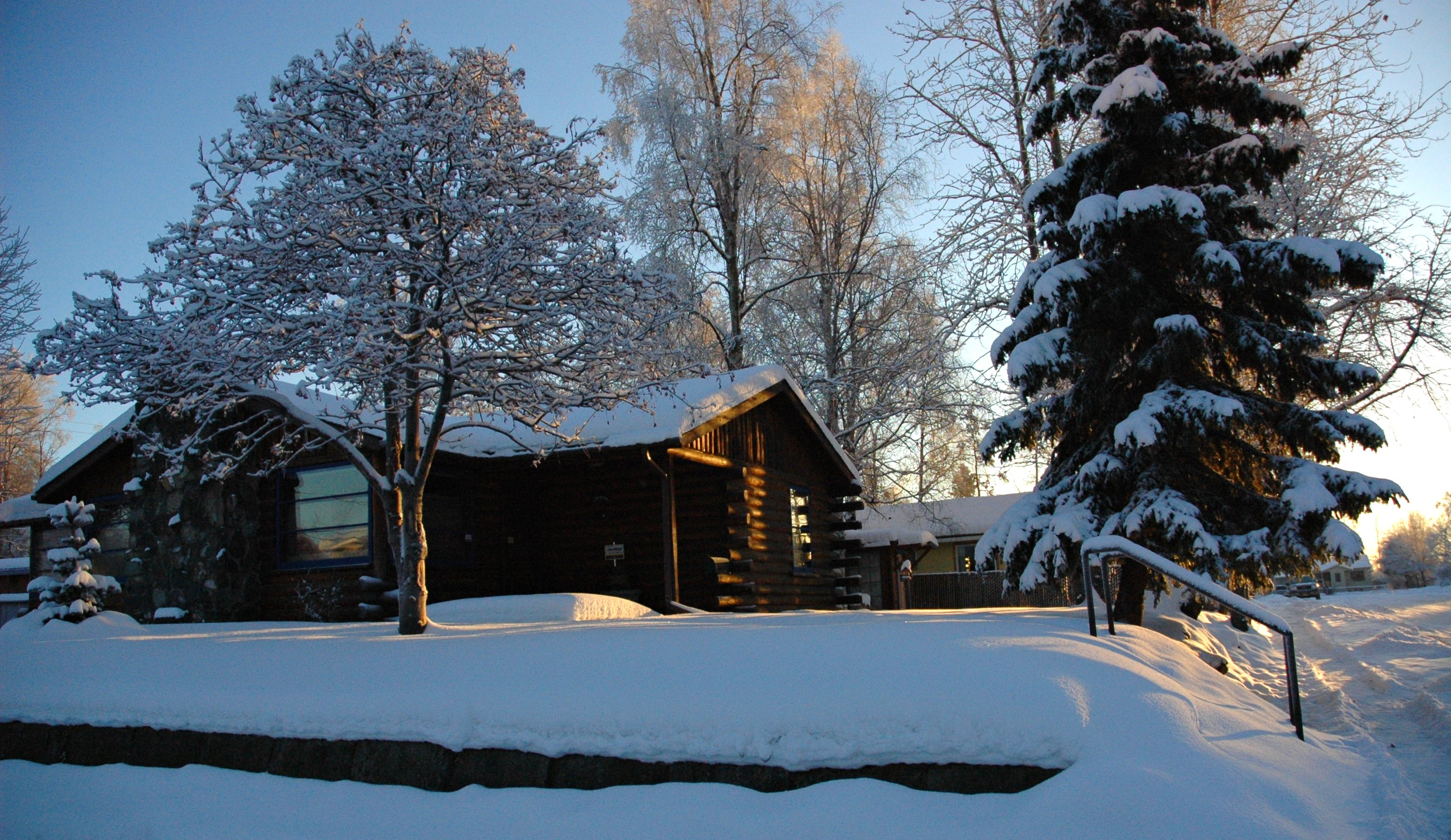File Log House In Anchorage Alaska Sits Up Deep Crisp Snow Around Christmas
