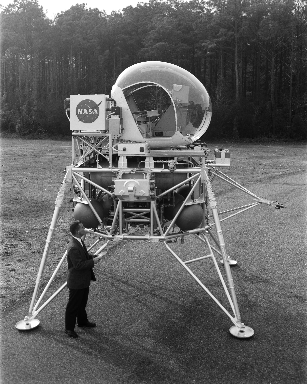 Lunar_Landing_Vehicle_-_GPN-2000-001889.jpg