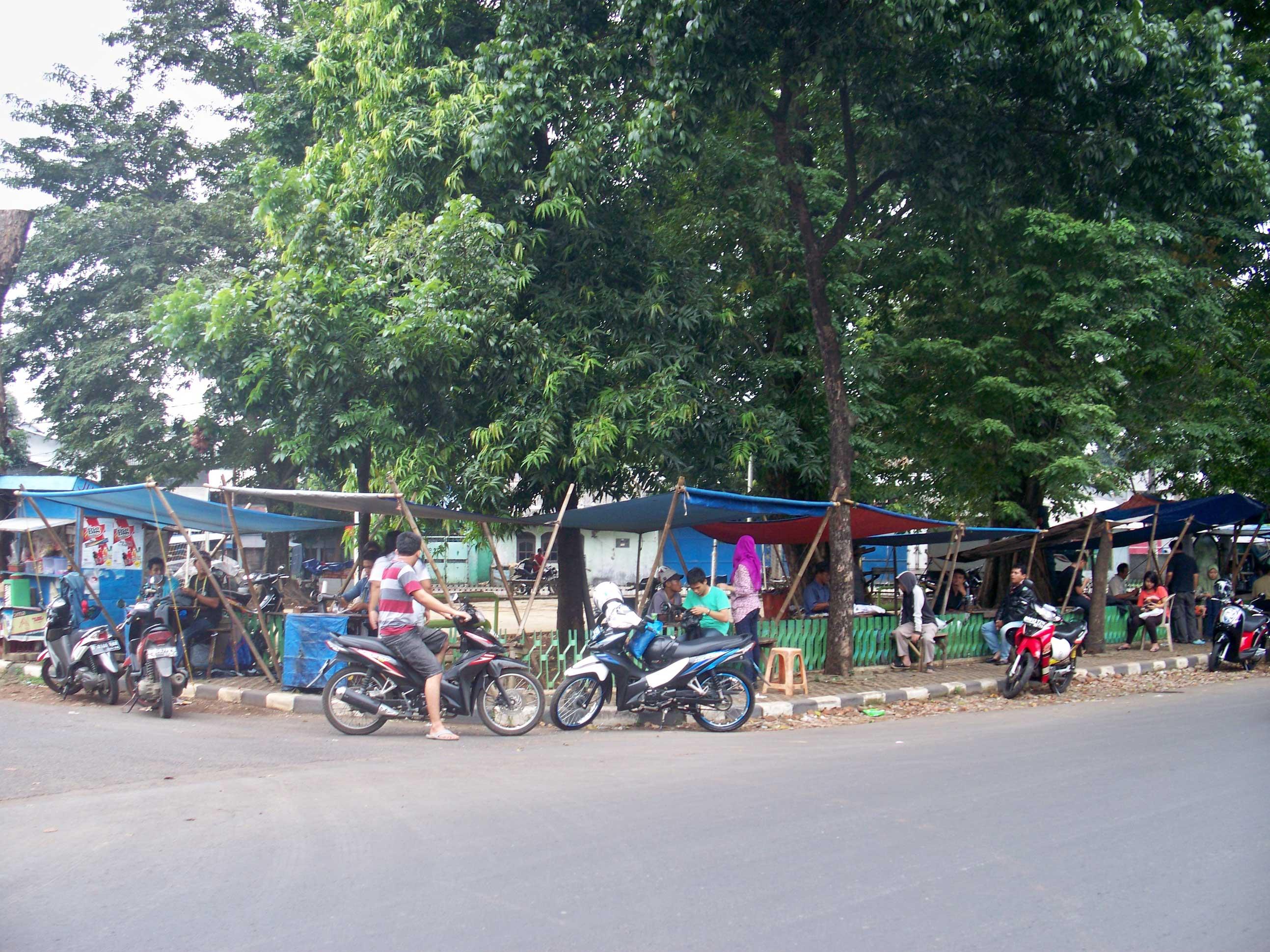 File:Menjahit Dibawah Pohon Rindang - panoramio.jpg