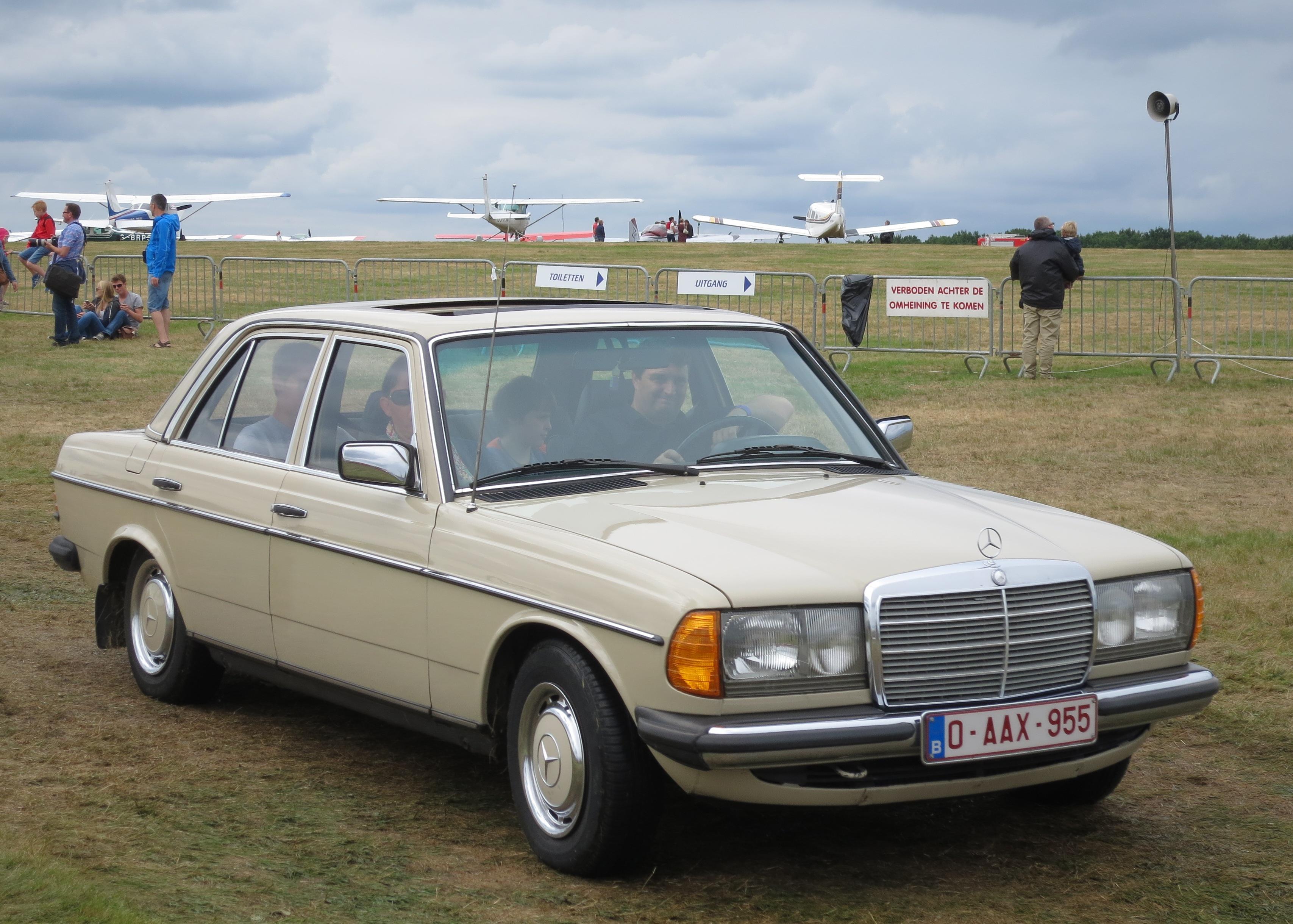 Mercedes-Benz W123 230E   Full CGI on Behance   Benz W123