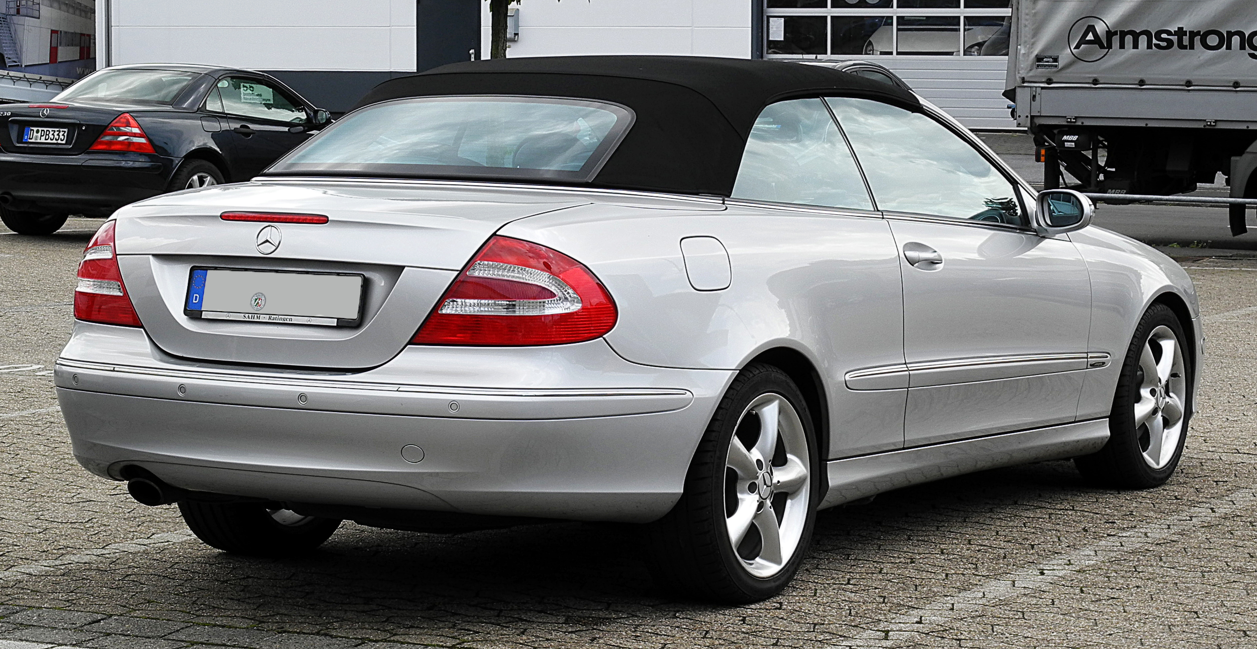 Mercedes benz clk320 convertible for Mercedes benz clk320