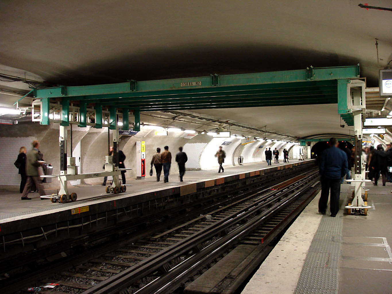 file metro de paris ligne 1 charles de gaulle etoile wikimedia commons. Black Bedroom Furniture Sets. Home Design Ideas