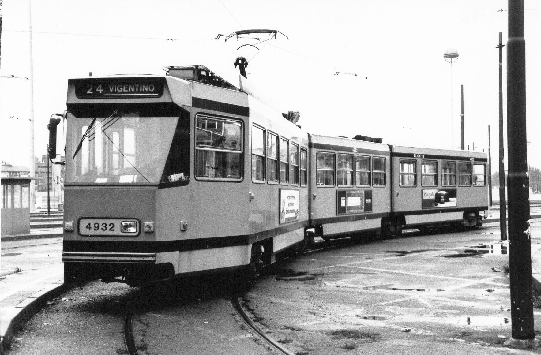 El juego de las imagenes-http://upload.wikimedia.org/wikipedia/commons/b/b7/Milano_tram_4932.jpg