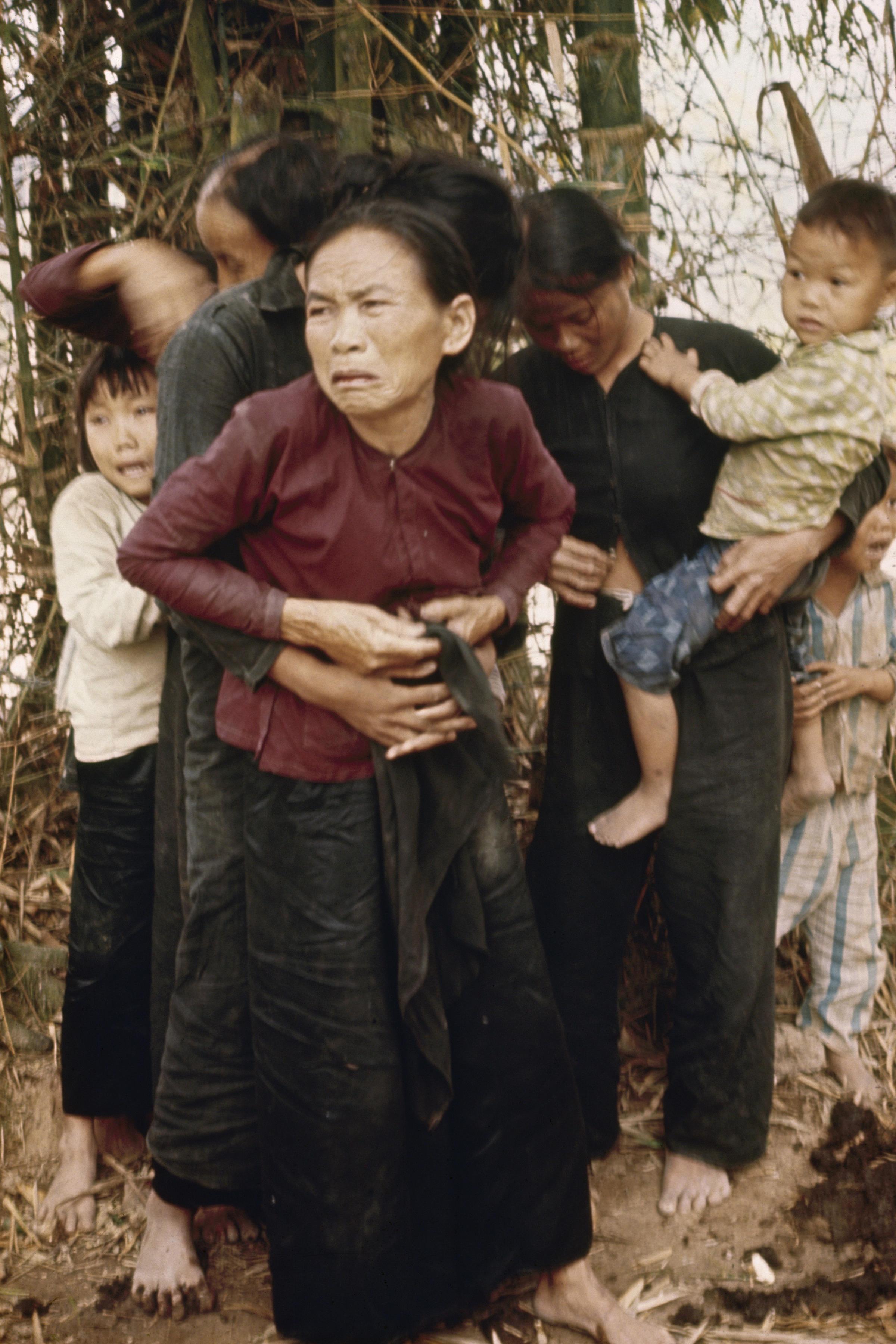 http://upload.wikimedia.org/wikipedia/commons/b/b7/My_Lai_massacre_woman_and_children.jpg