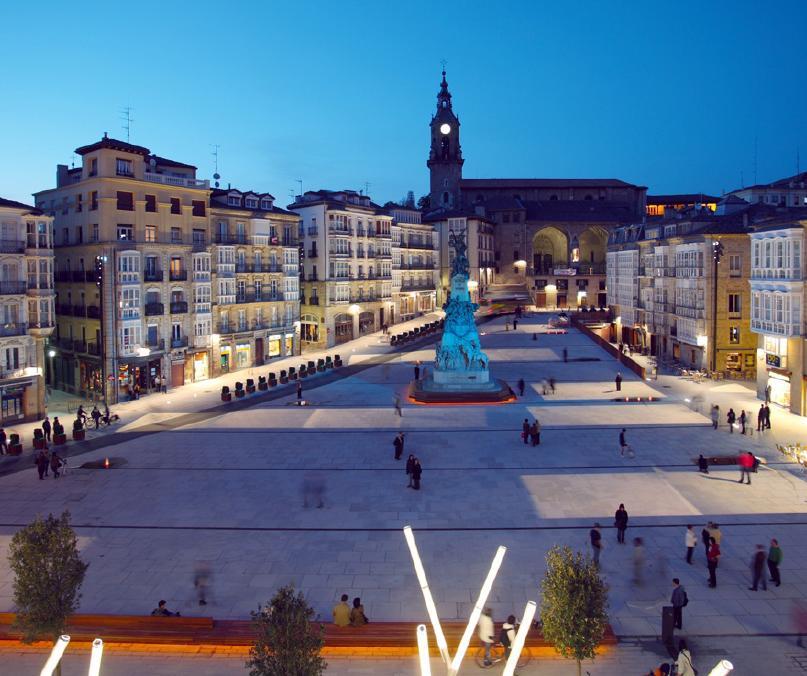 Spanien, Baskenland, Vitoria-Gasteiz, Plaza Virgen Blanca © Mikelcg, Wikimedia Commons unter Lizenz CC-BY-SA-3.0-2.5-2.0-1.0