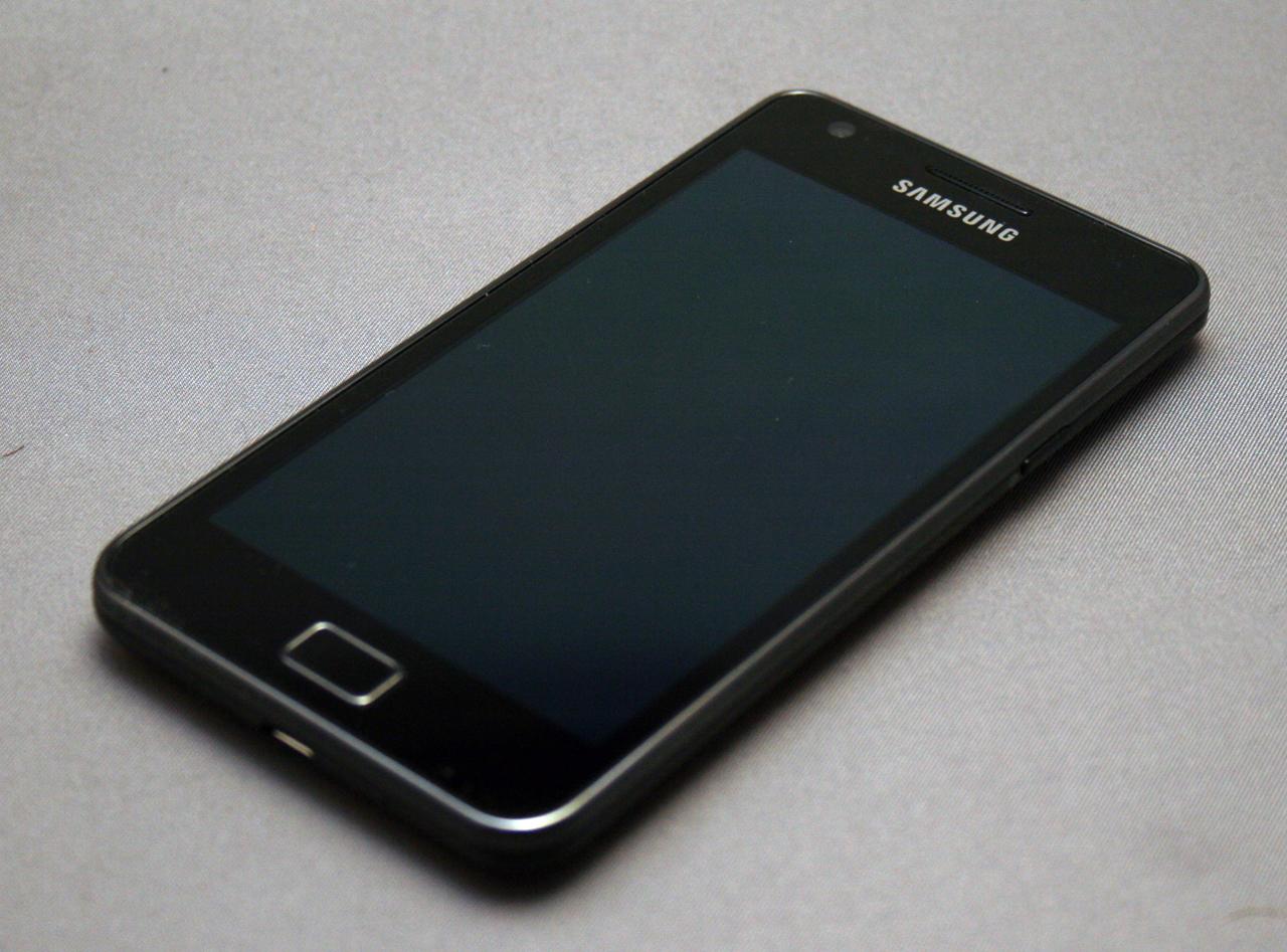 Mans pirmais mobilais telefons, vai kādi telefoni man ir bijuši - Page 2 Samsung_Galaxy_S_II_(3)