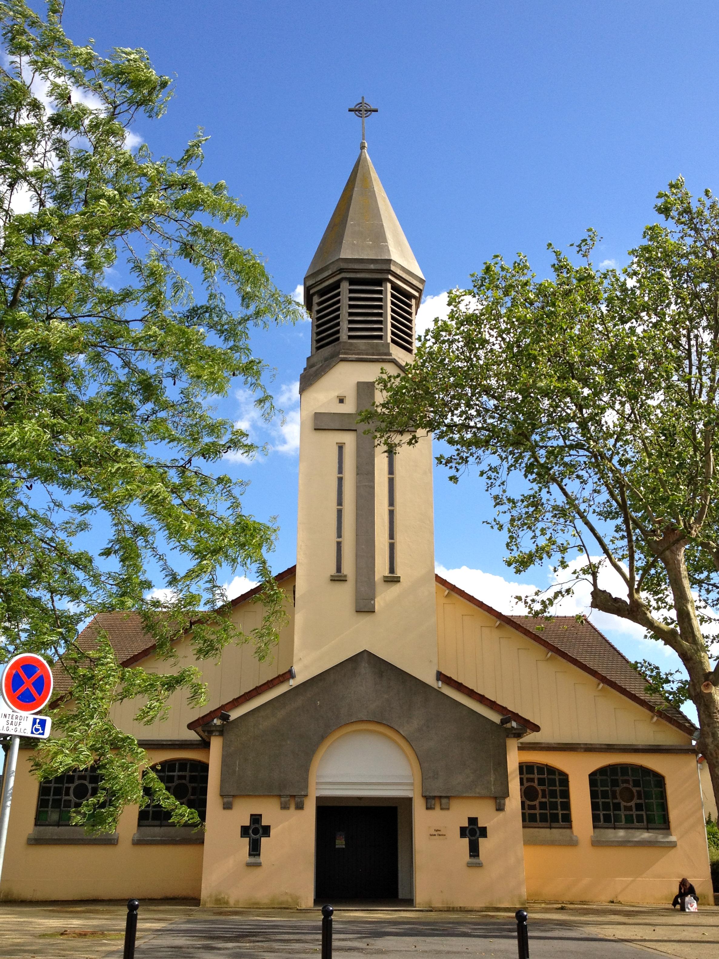Gc541e5 glise sainte th r se traditional cache in le - Eglise sainte therese guilherand granges ...