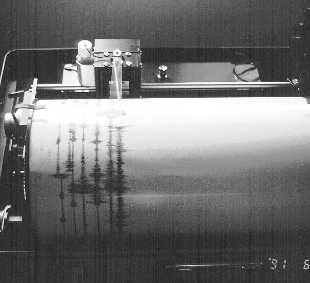 Seismograph (Symbolbild) | Bildquelle: https://commons.wikimedia.org/wiki/File:Seismograph_Pinatubo.jpg © Public Domain | Bilder sind in der Regel urheberrechtlich geschützt