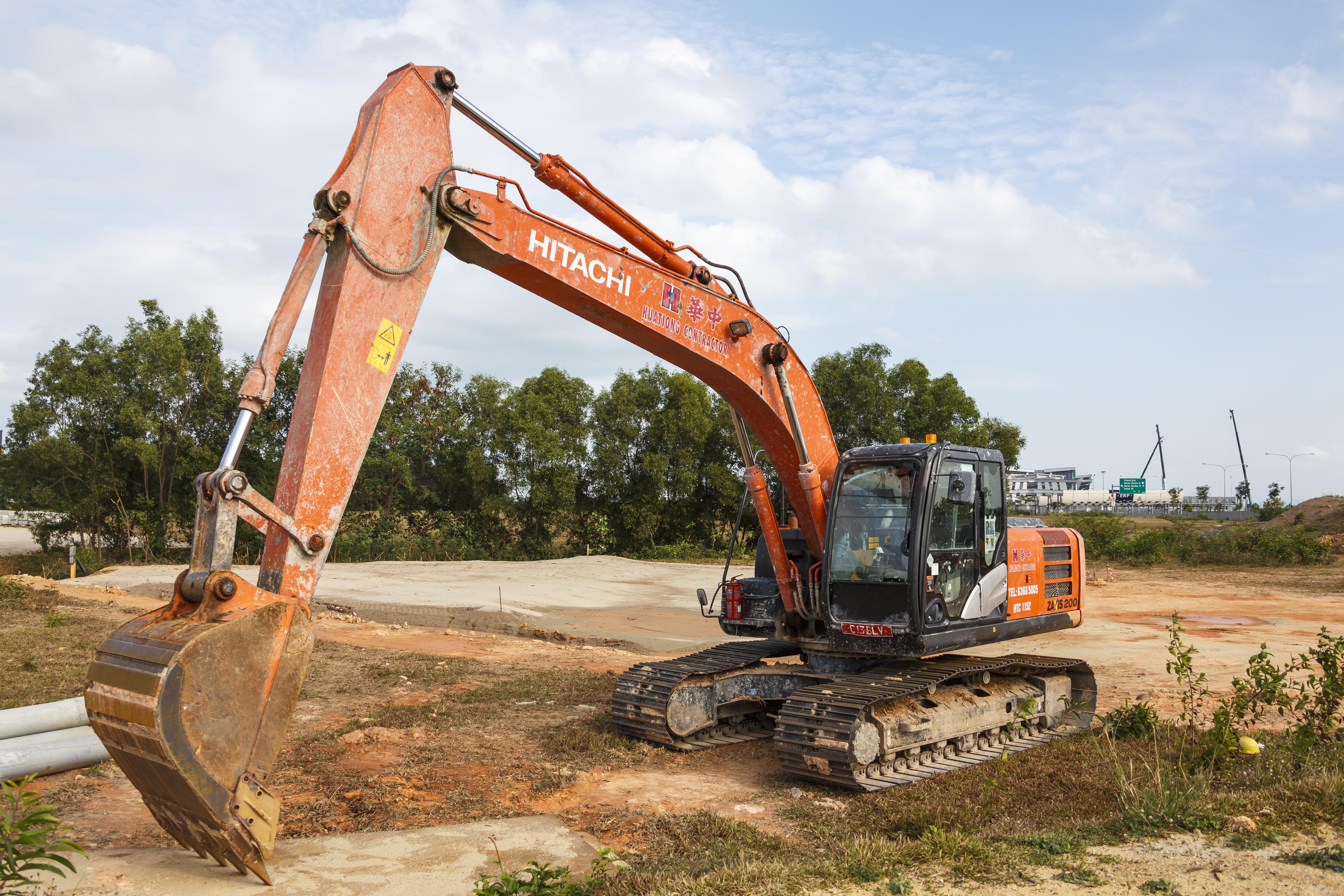 File:Singapore Hitachi-ZAXIS-200-excavator-01 jpg - Wikimedia Commons