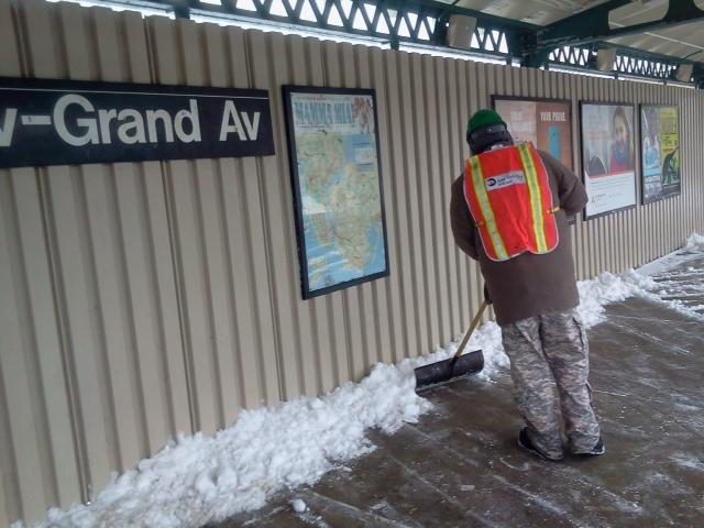 File:Snow Removal on Subways (12508225404).jpg