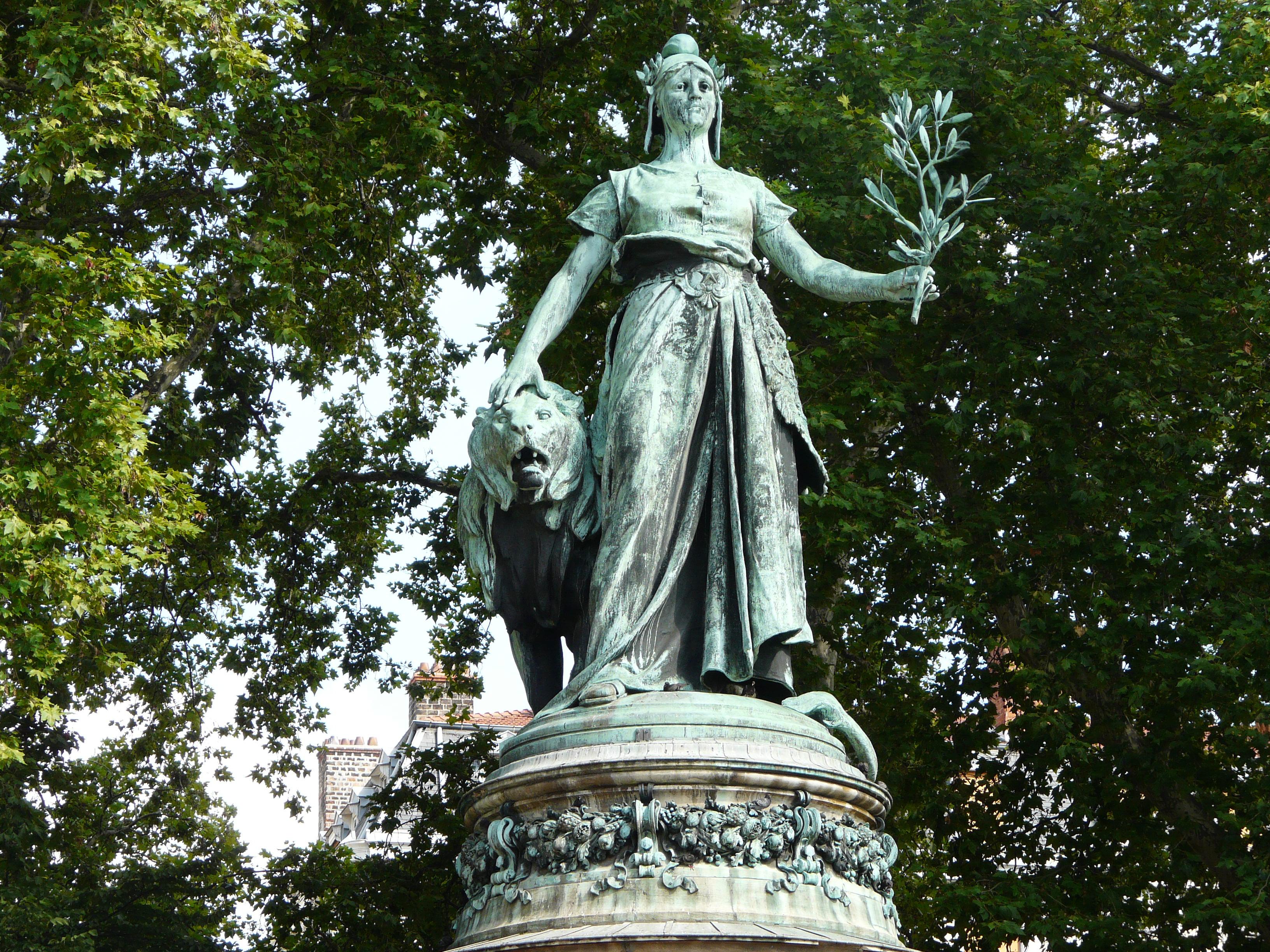[Jeu] Association d'images - Page 5 Statue_de_Marianne_Place_Carnot