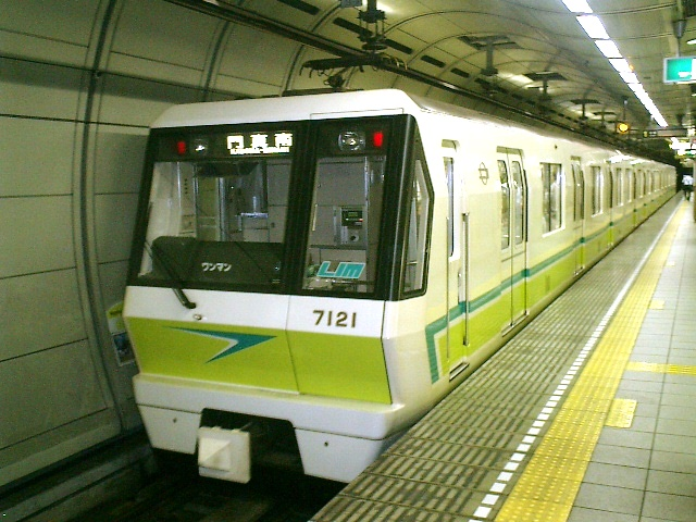 A train on the Osaka Subway line 7, one of the two newest Osaka Subway lines that makes use of both Linear Induction Motor technology and Automatic Train Control technology, just like the Vancouver SkyTrain.