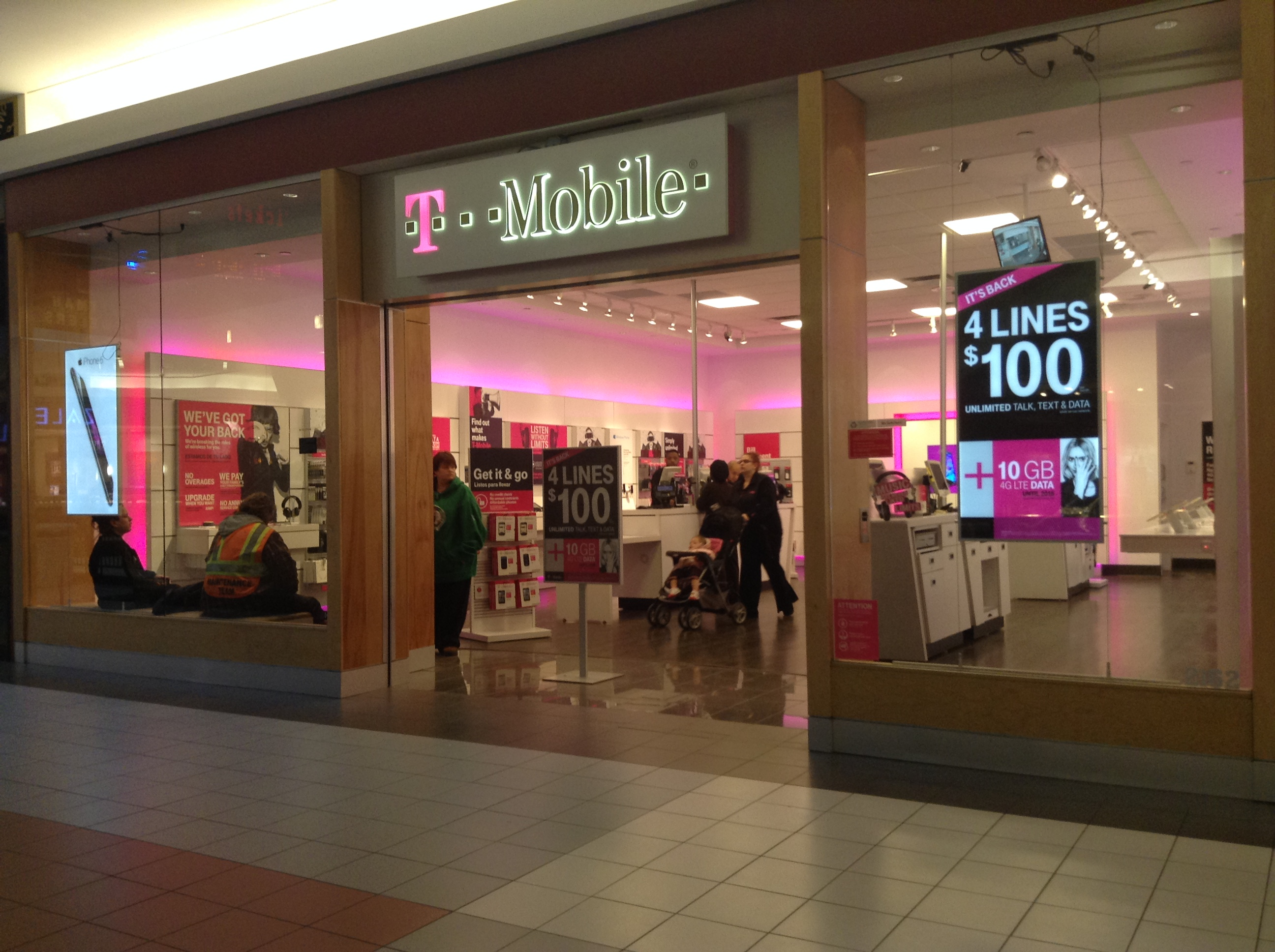 File:T-Mobile US Retail Store in Waterbury, CT.jpg - Wikimedia Commons