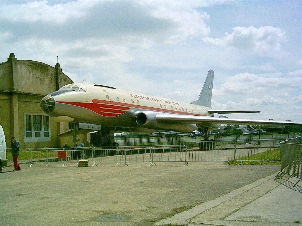 Ту-104 – Уикипедия