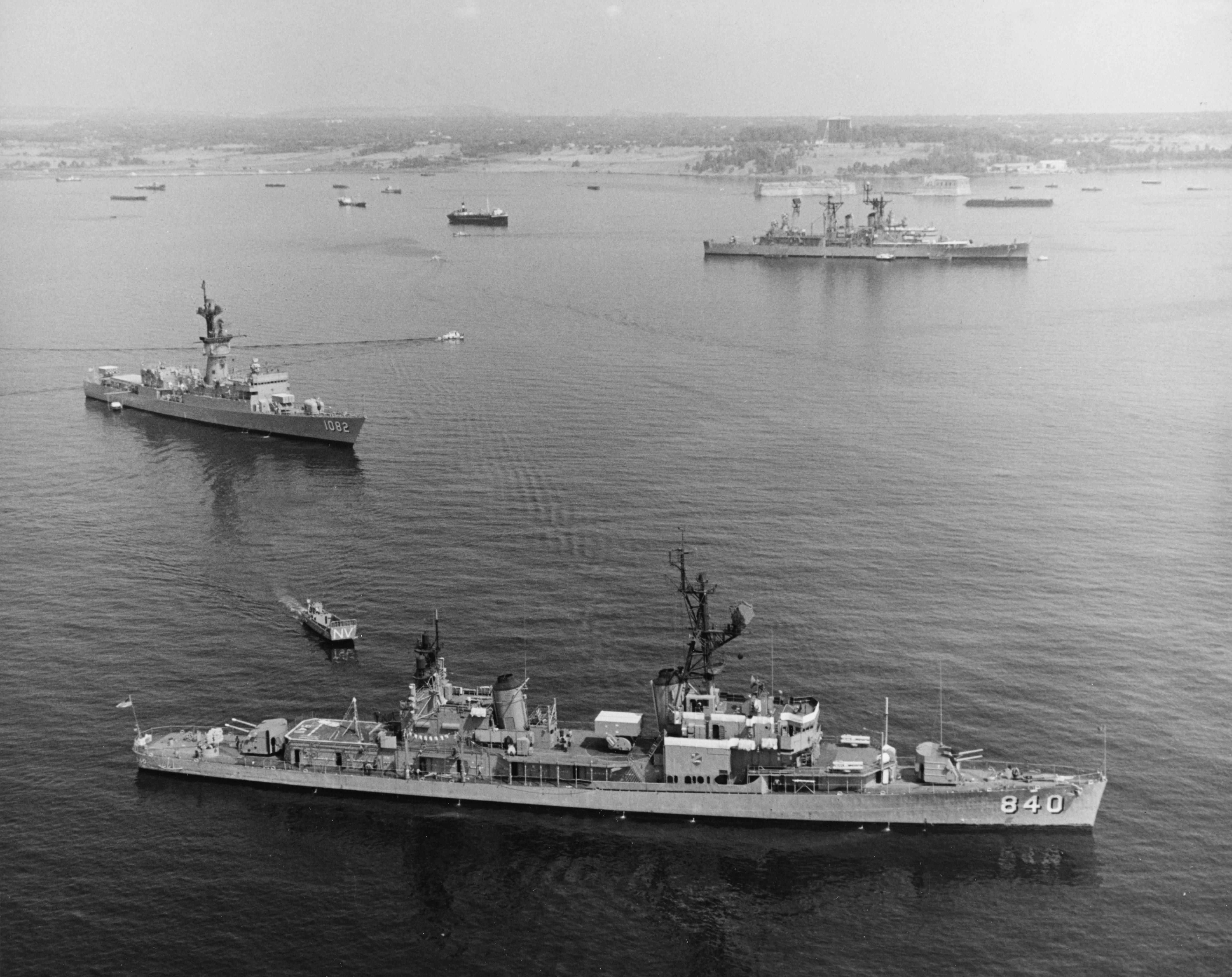 File:USS Glennon (DD-840), USS Elmer Montgomery (DE-