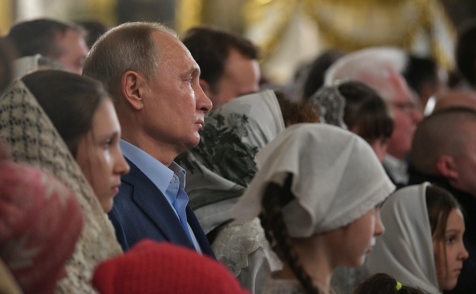 Vladimir Putin celebrates Christmas with orthodox Christians in St Petersburg (2019-01-07) 8.jpg