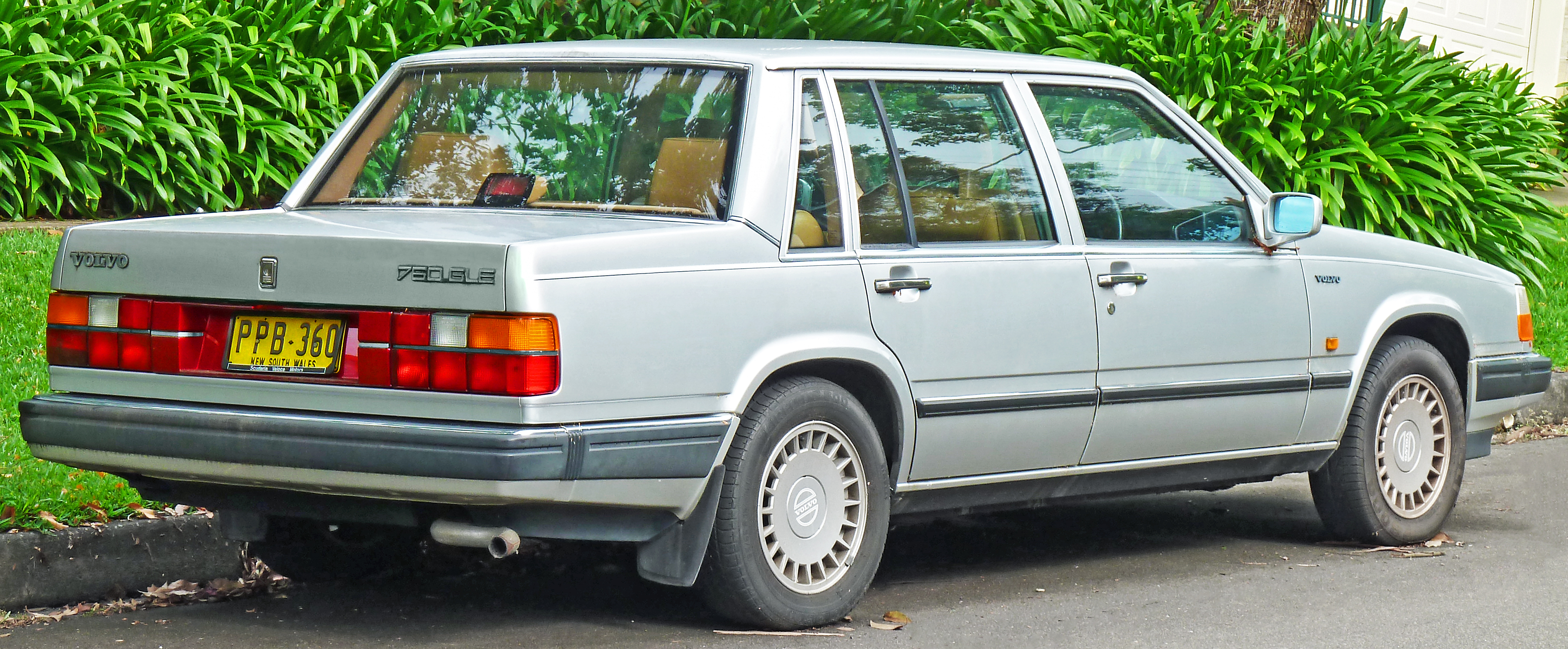 File 1987 1989 Volvo 760 Gle Sedan 2011 11 18 02 Jpg Wikimedia Commons