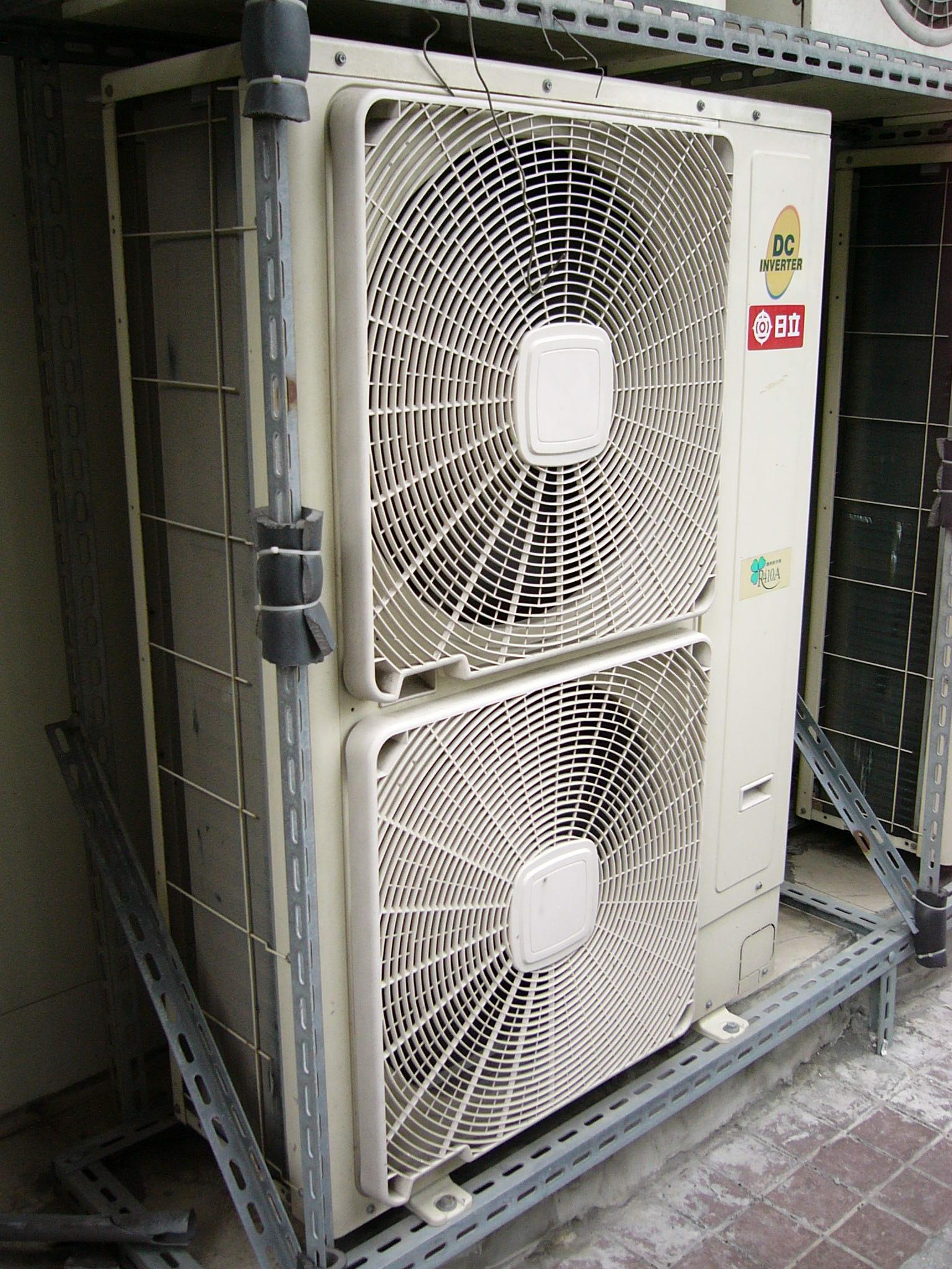2008_Hitachi_aircon_outdoor_unit_RAM 5DNS