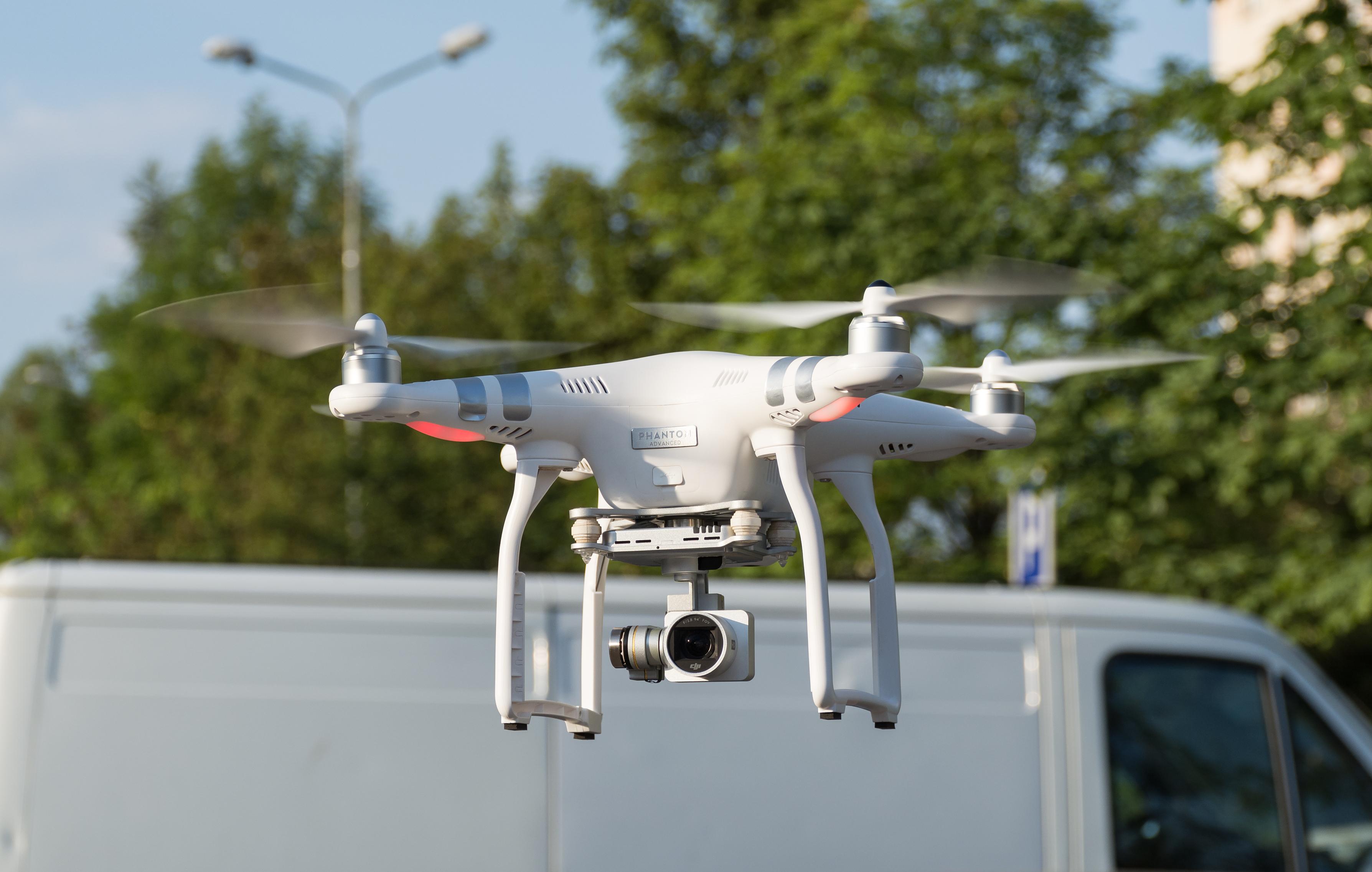 File:2015 Dron DJI Phantom 3 Advanced JPG - Wikimedia Commons