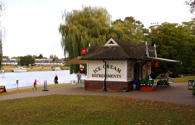 A refreshment kiosk at Windsor - geograph.org.uk - 1520584