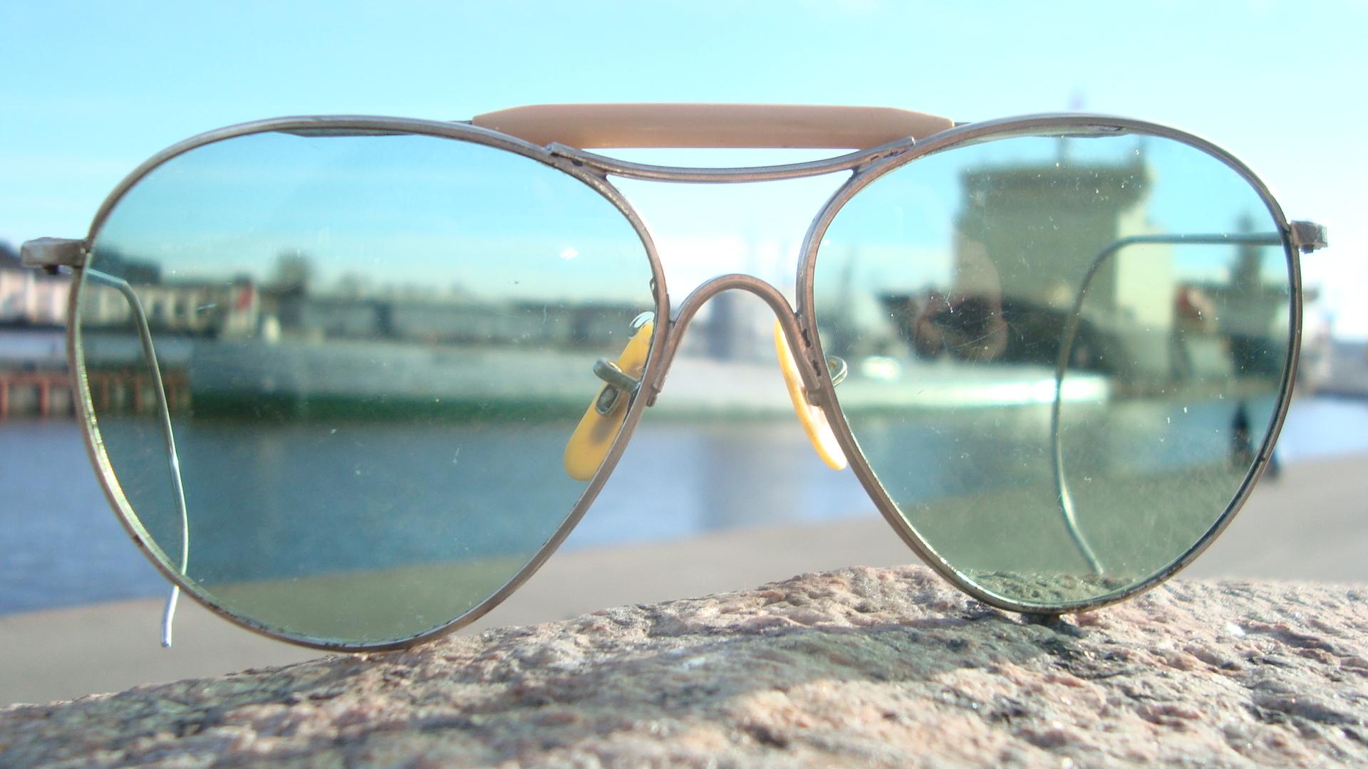 4a2de4b1be16 File American Optical AN6531 Sunglasses.jpg - Wikimedia Commons