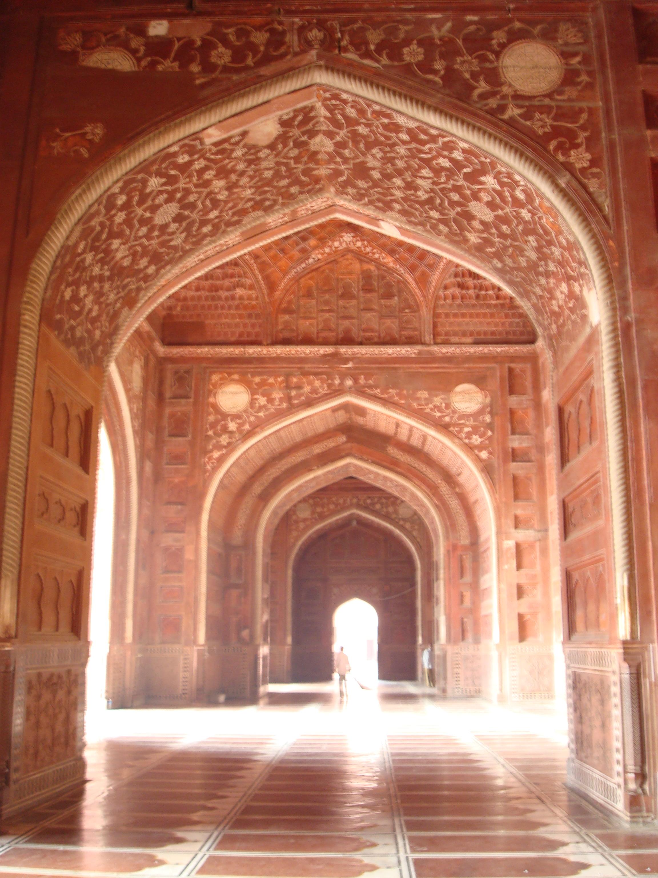 File:Arches In The Taj Mahal Mosque Interior, Agra