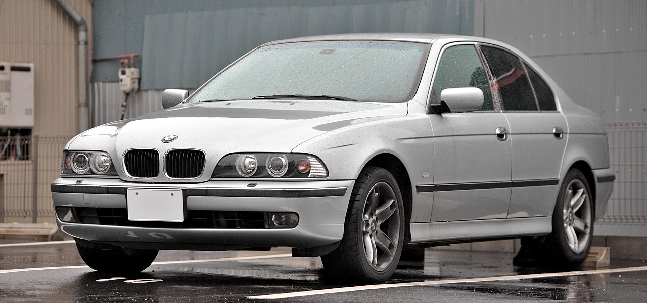 File:BMW E39 Saloon 001.JPG - Wikimedia Commons
