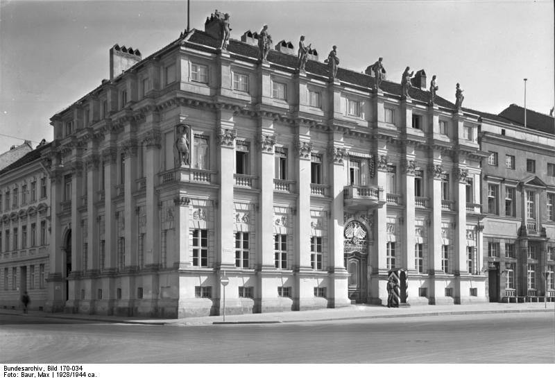 Bundesarchiv_Bild_170-034%2C_Potsdam%2C_Kommandantur.jpg