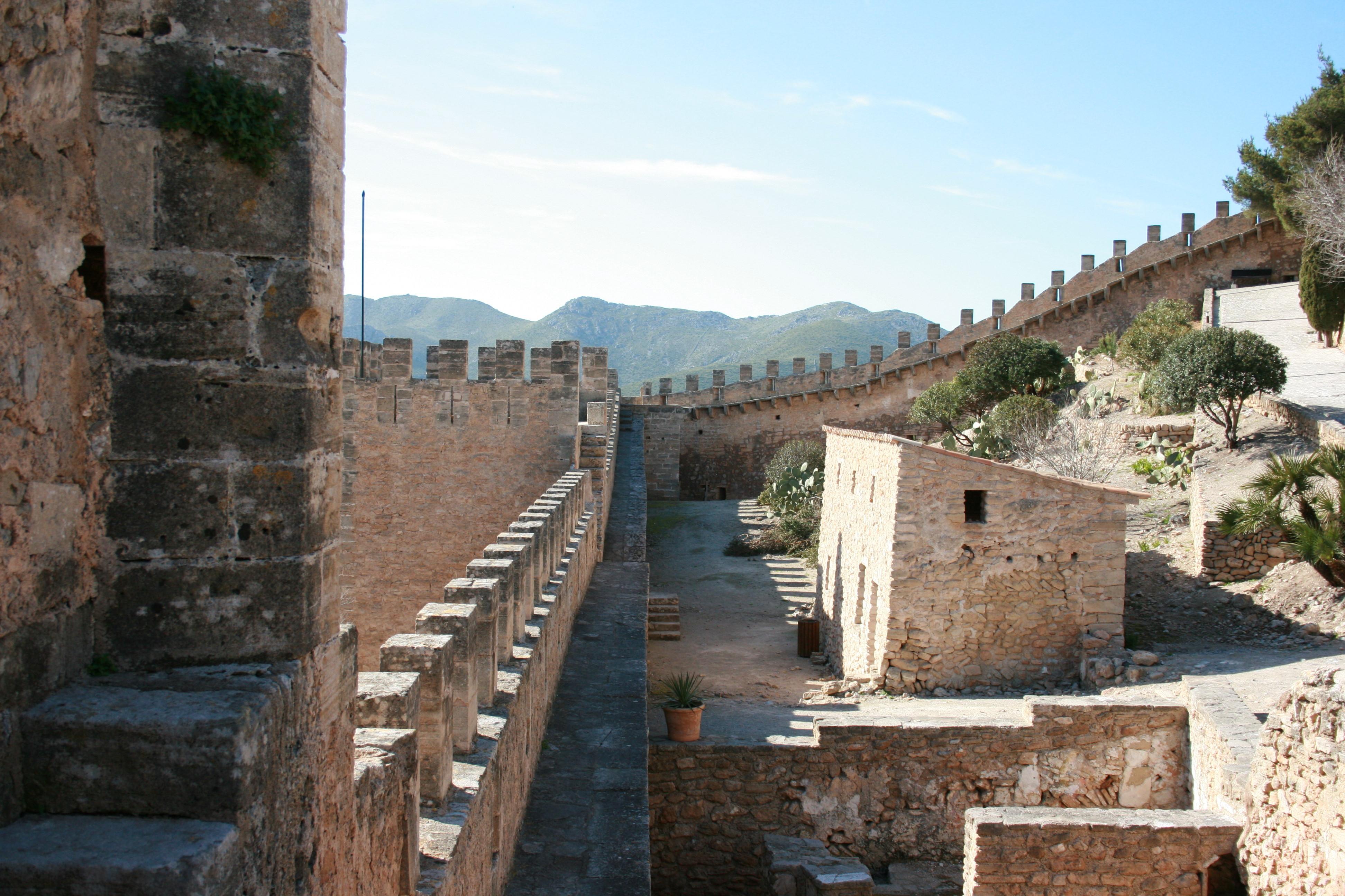File:Capdepera - Castell de Capdepera 05 ies.jpg