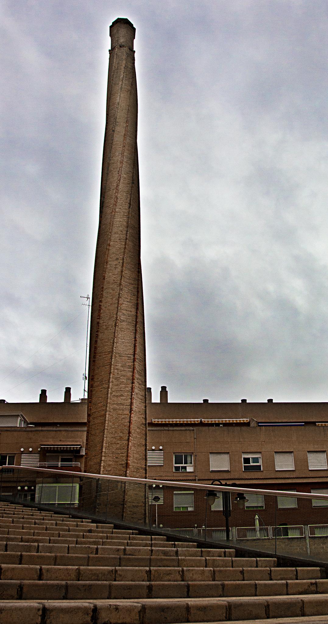 File chimenea industrial la wikimedia for Constructora