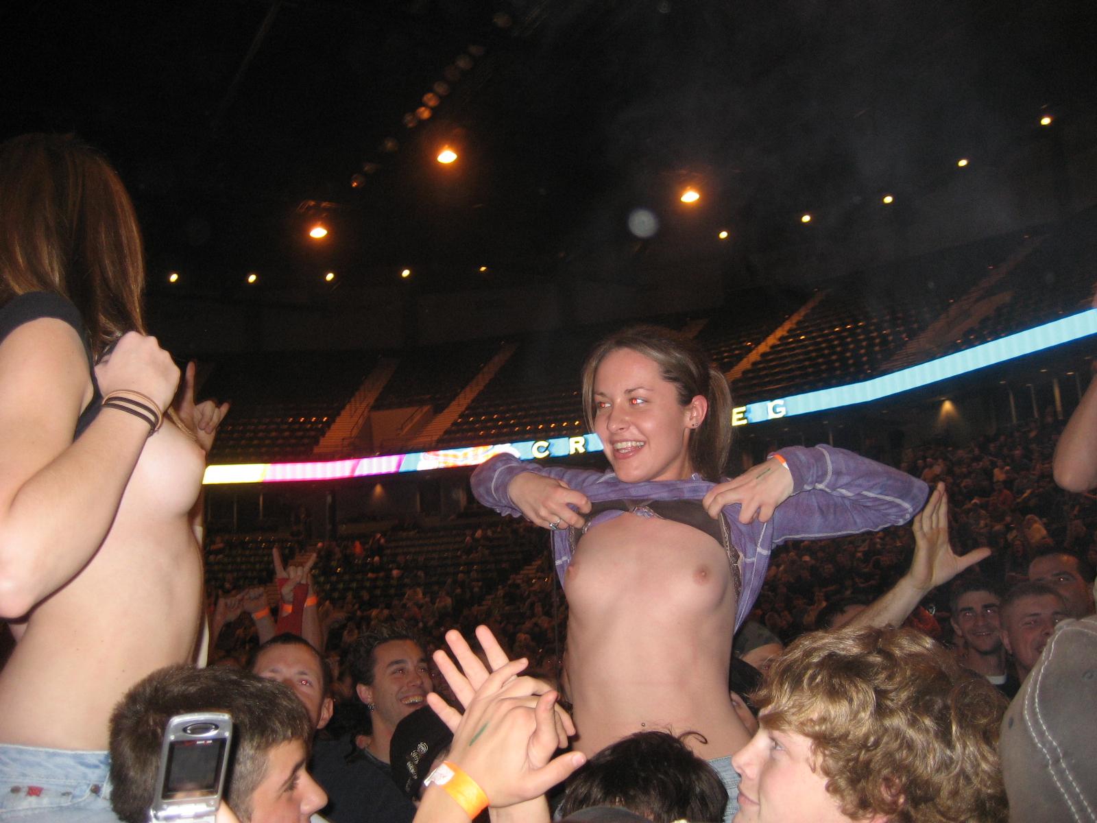 Concert Flashing Boob 90