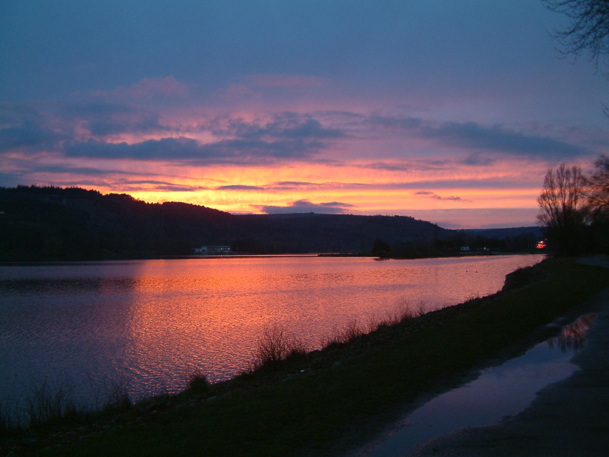 lac coucher de soleil -#main