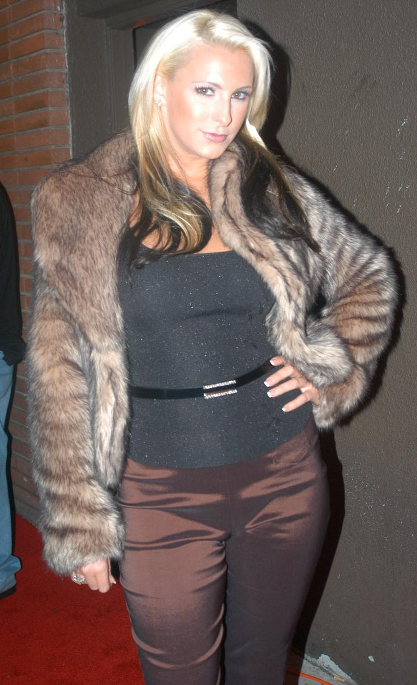 File:Emilianna at Porn Star Karaoke 6.jpg - Wikimedia Commons