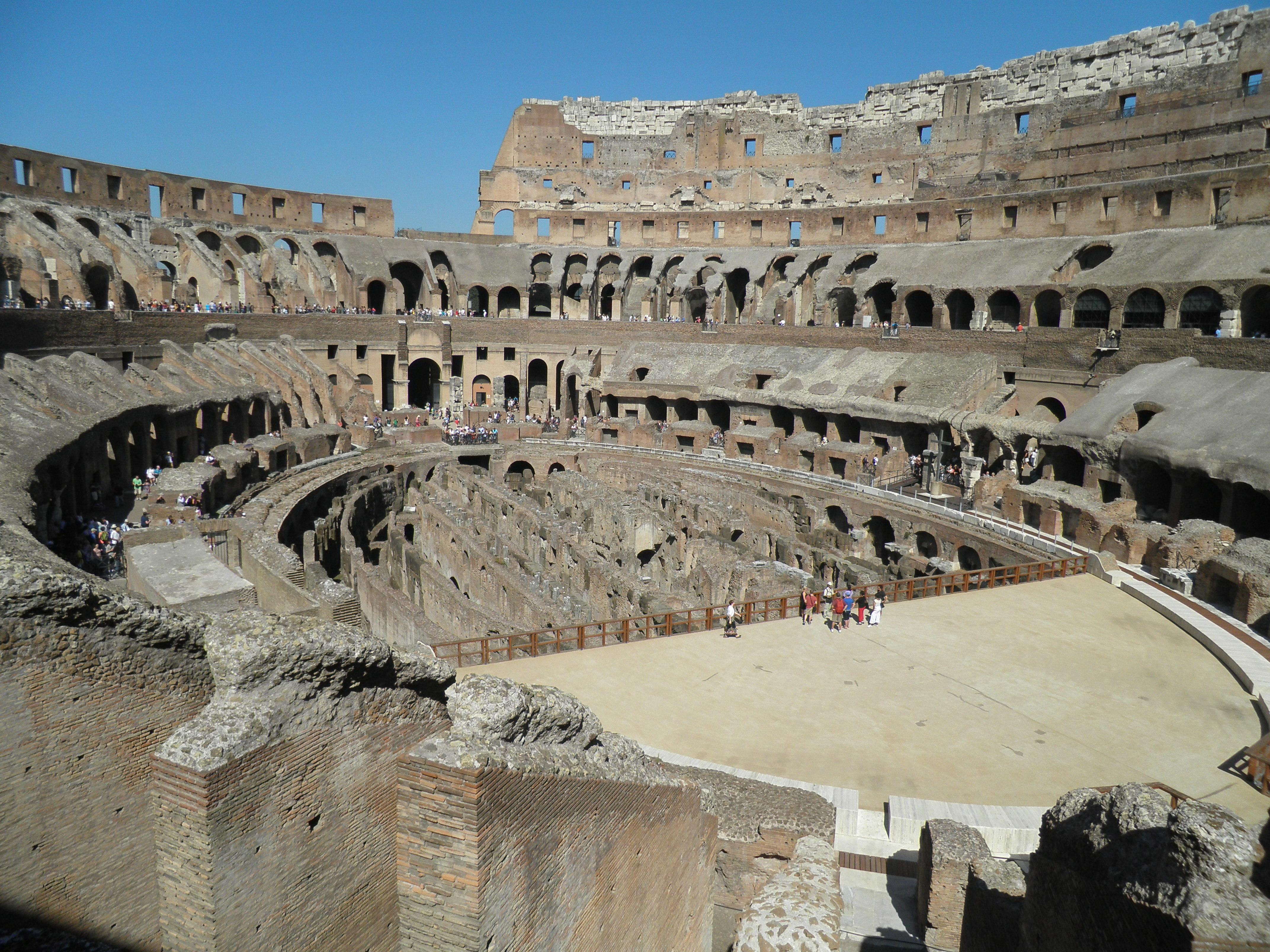 Fileen Casa De Los Gladiadores Coliseo Romano Italiajpg