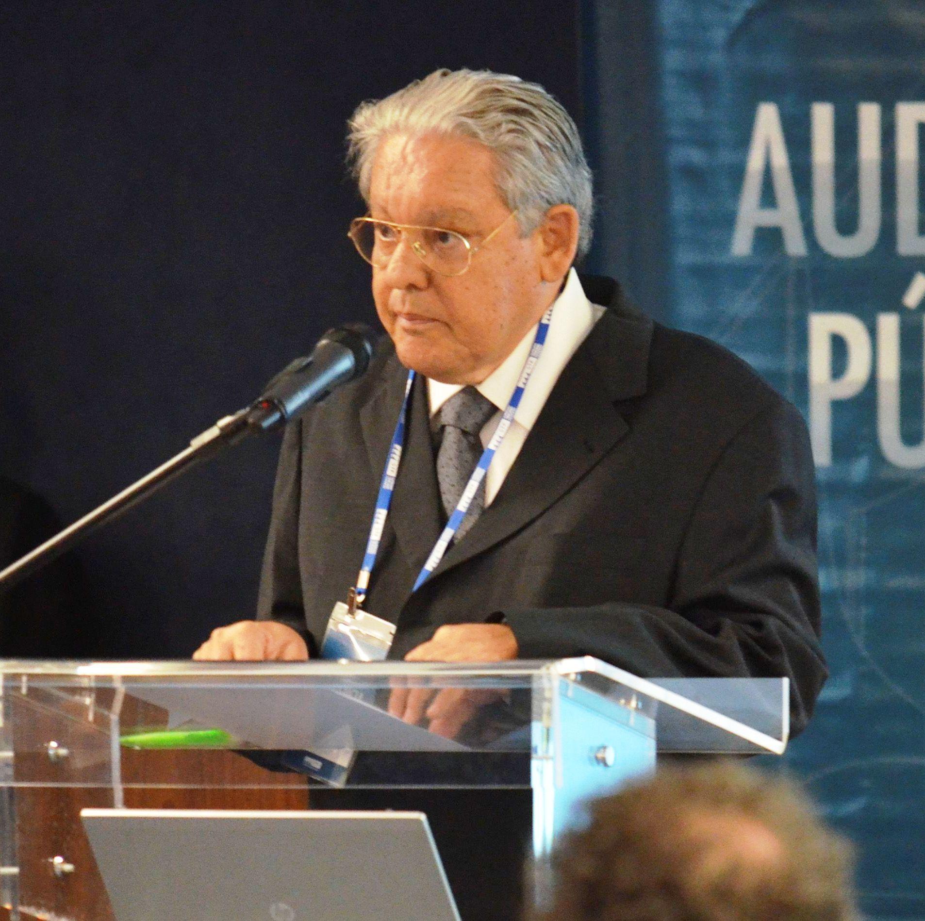 El poeta y escritor Fernando Brant participa de la audiencia pública sobre los cambios en la Ley de Derechos Autorales, en el STF (en Brasilia).