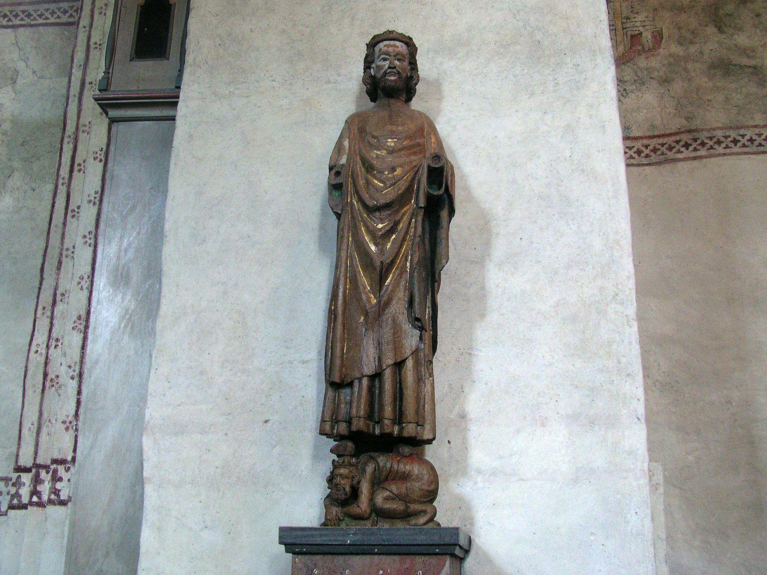 http://upload.wikimedia.org/wikipedia/commons/b/b8/Gamla_Uppsala_kyrka-Statue1.jpg