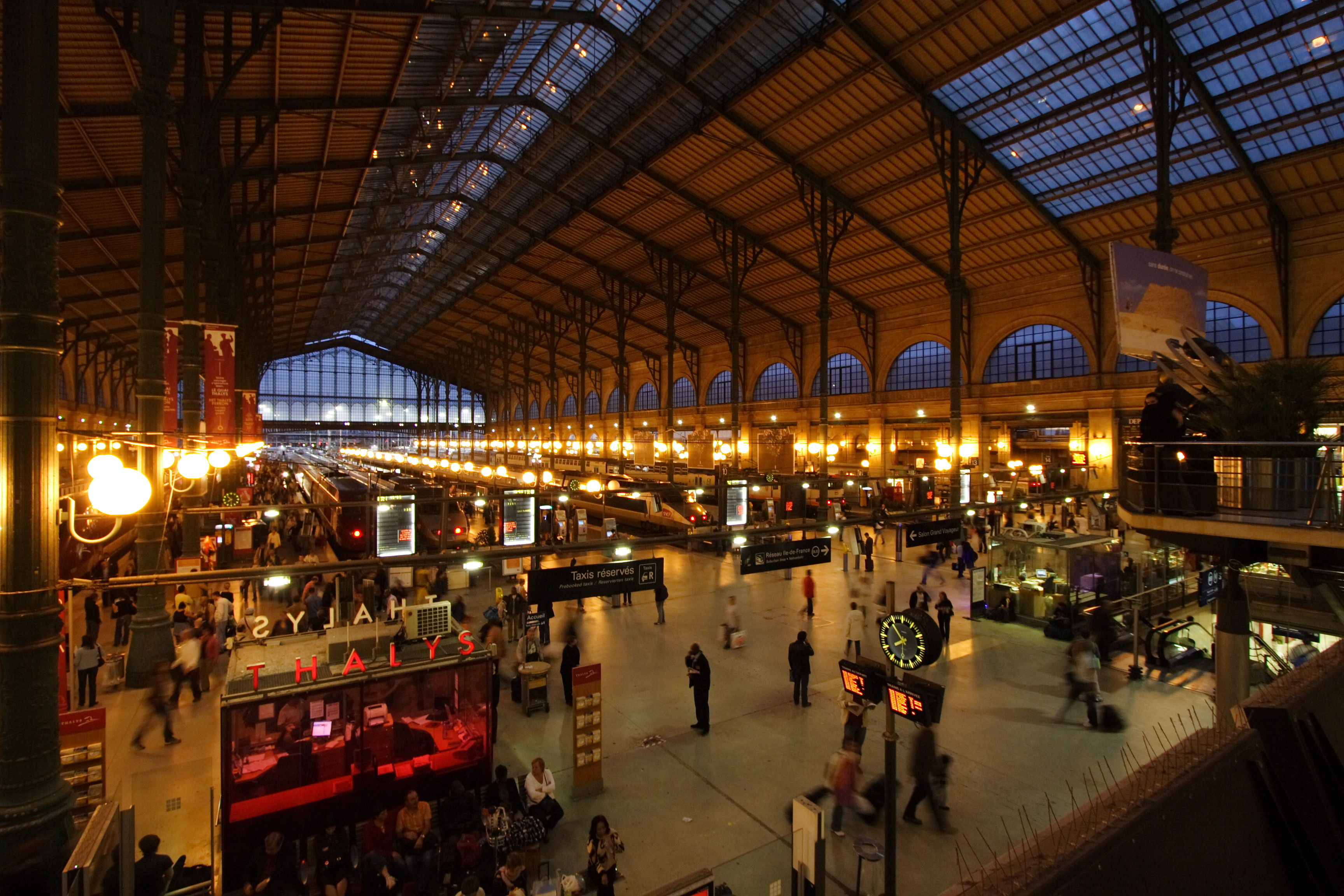 l er gare du nord night paris fra 001 jpg wikipedia. Black Bedroom Furniture Sets. Home Design Ideas