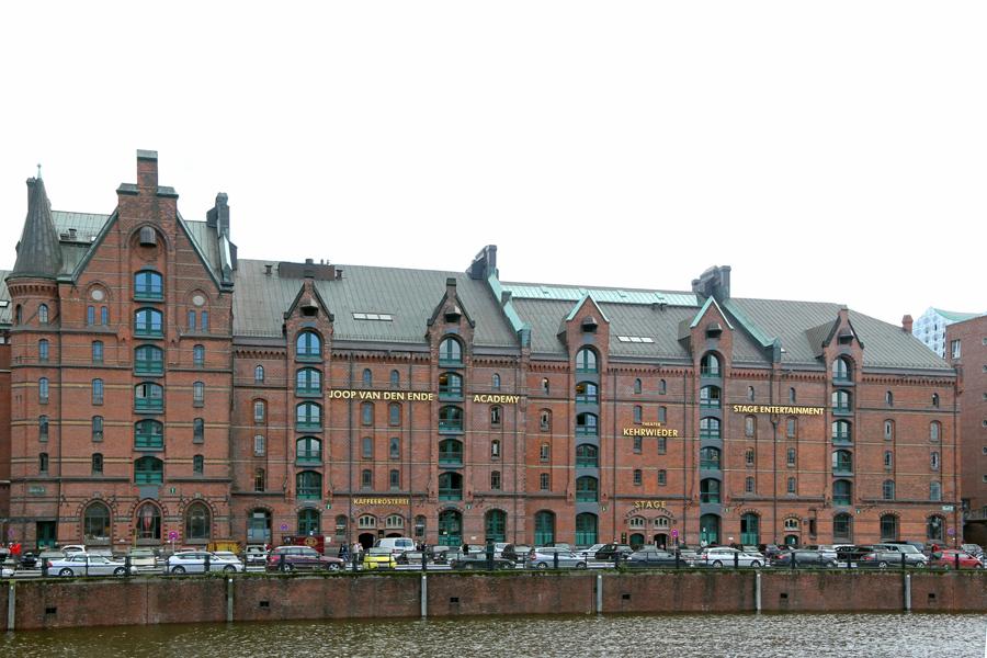 Ausverkauf viel rabatt genießen um 50 Prozent reduziert File:Hamburg, Joop van den Ende Academy - panoramio.jpg ...